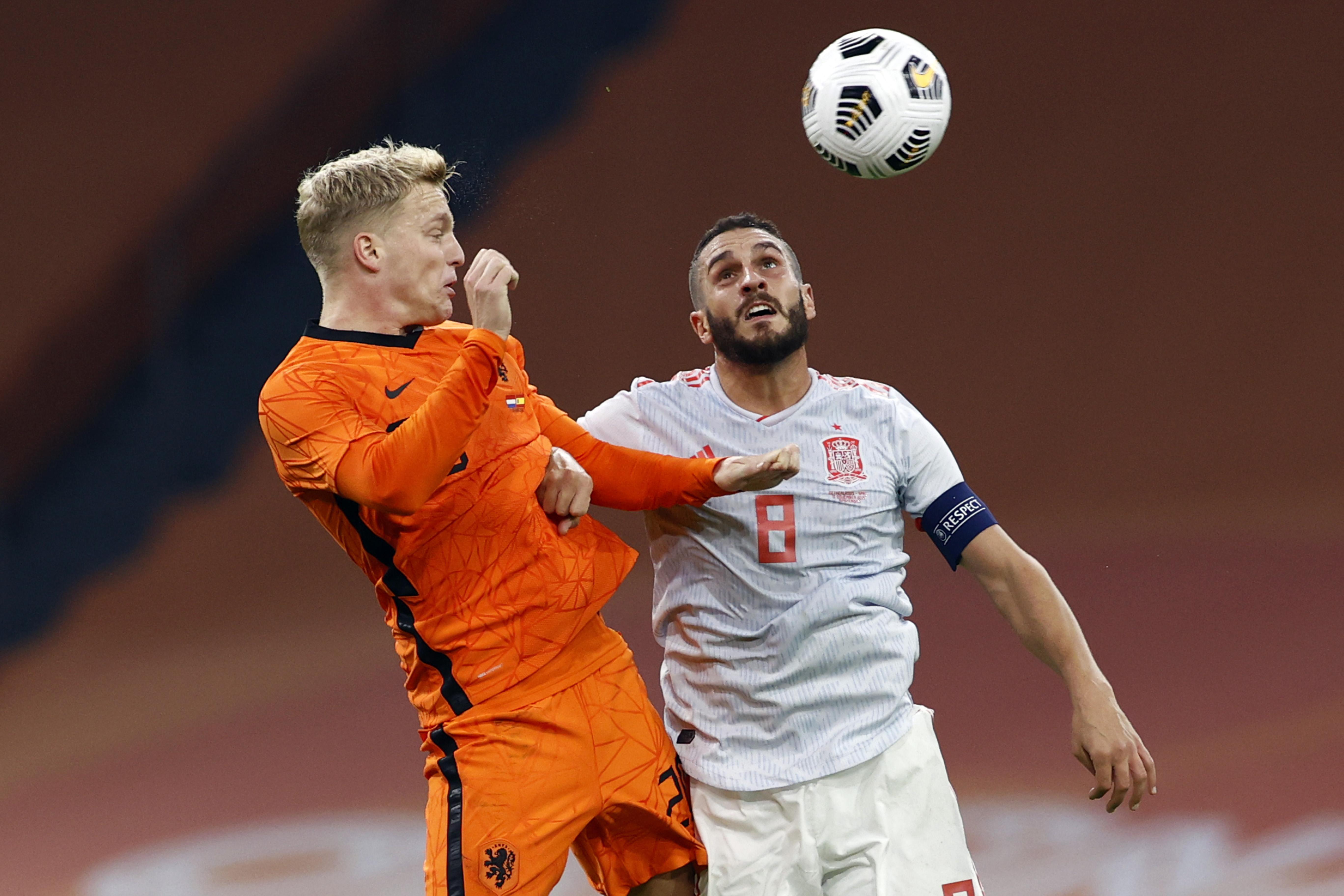 Weer geen zege De Boer: Oranje maakt ook tegen sterker geacht Spanje indruk, maar haalt trekker niet over [video]
