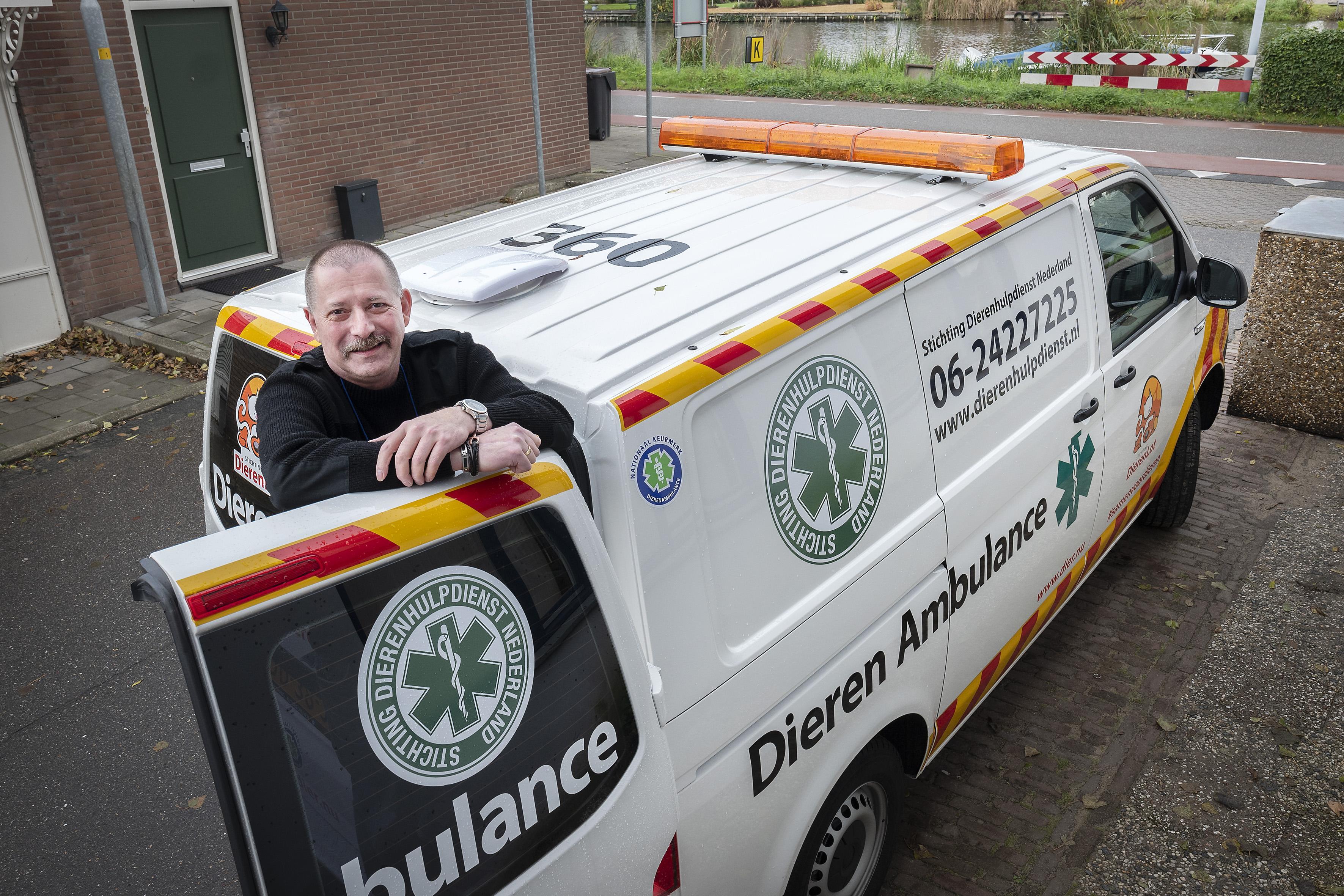 Twee nieuwe ambulances voor reptielenopvang Zwanenburg, organisatie rukte ook uit voor krokodillen die wietplantage en koffertjes van de onderwereld 'bewaakten'