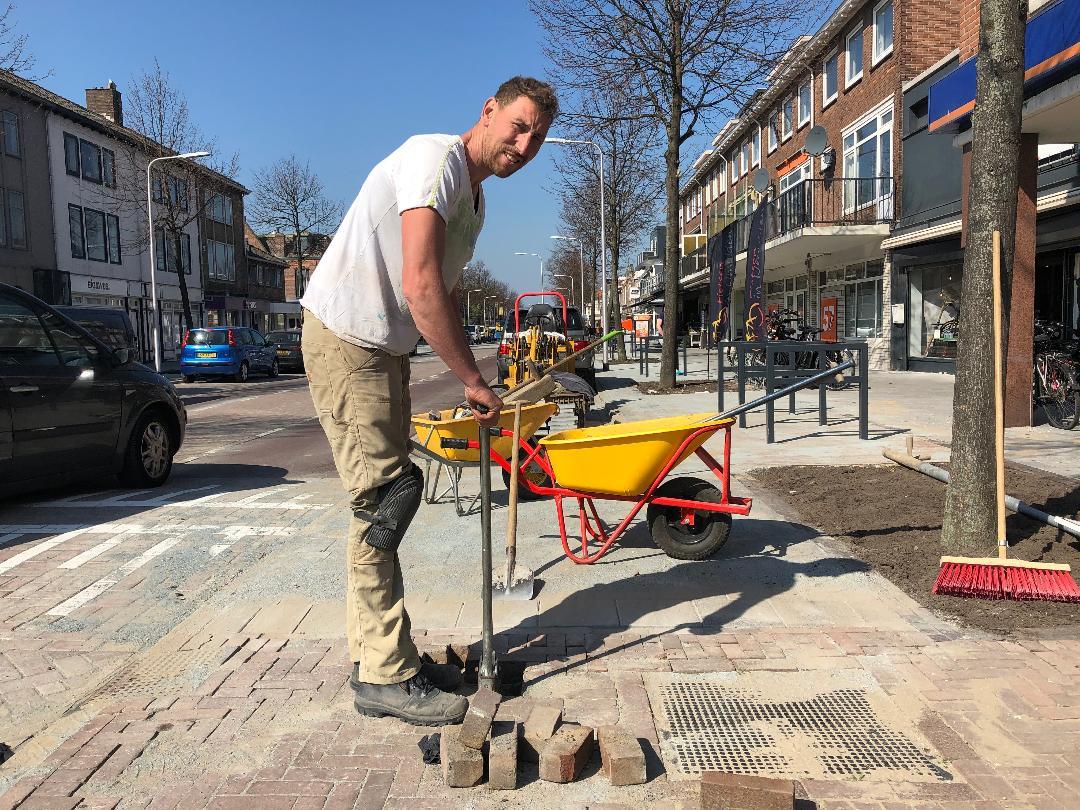Ook bouwvakkers werken in IJmuiden gewoon door tijdens coronacrisis: 'Misschien heb ik even het mooiste vak ter wereld'