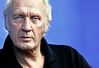 Herman van Veen helpt renoverend Singer Laren