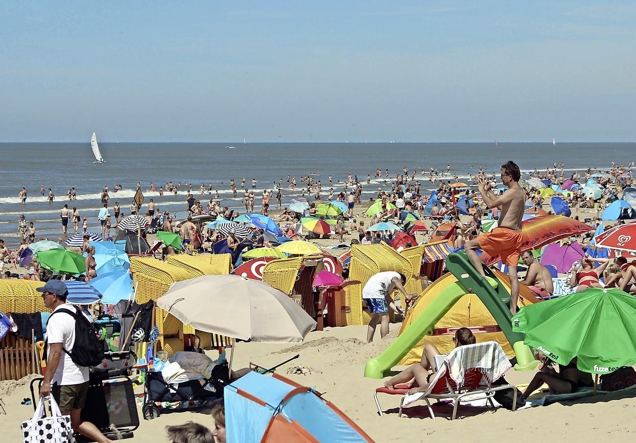 Gemeente Bergen verlengt extra maatregelen tijdens drukke stranddagen in ieder geval tot komende woensdag