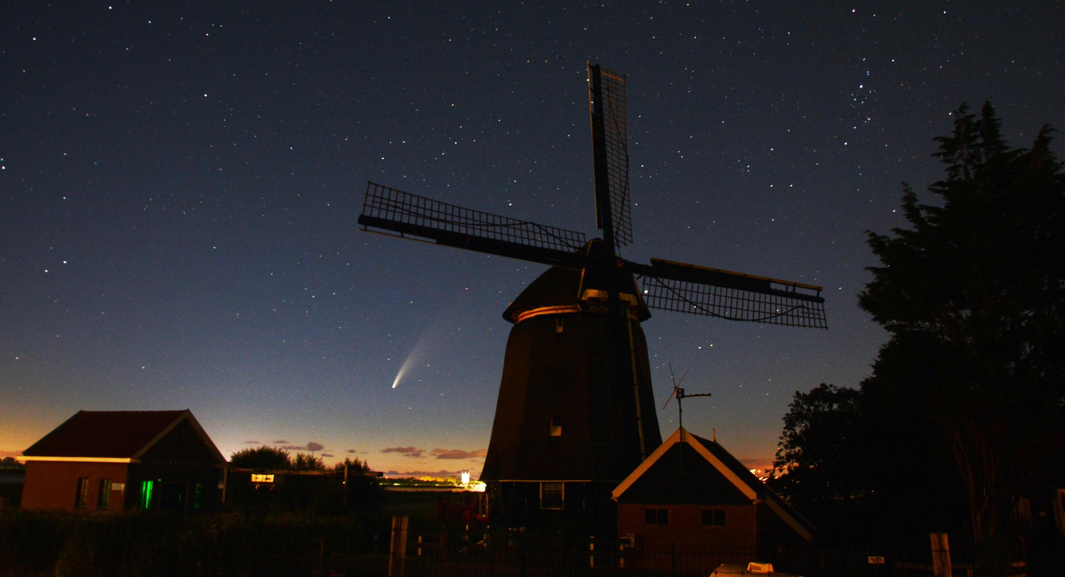 Amateurfotografen jagen op komeet Neowise; Een geluksmomentje voor Kees uit Den Oever en Astrid uit Nieuwe Niedorp