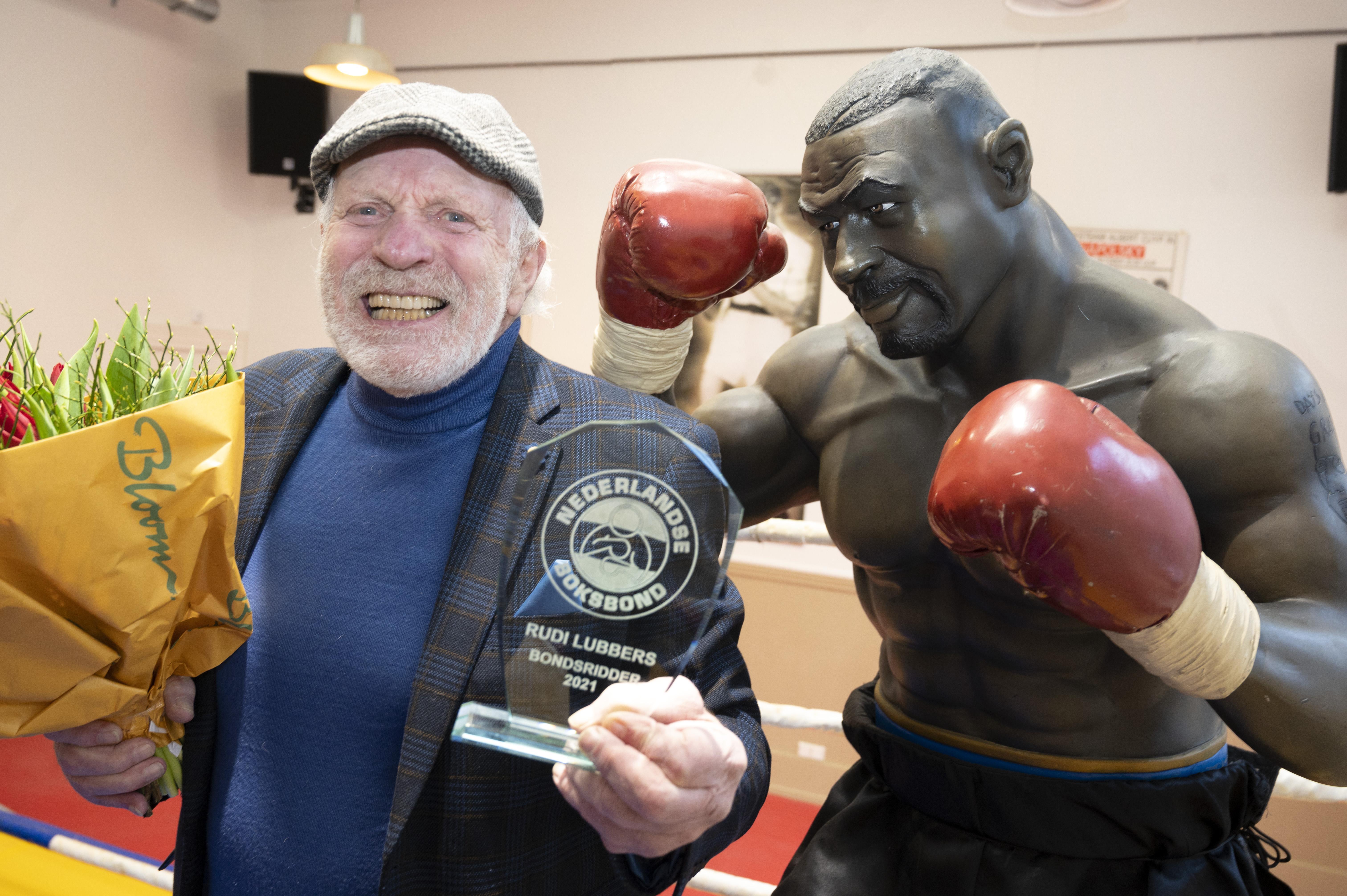 Eerbetoon boksbond aan Rudi Lubbers (75). Oud-bokser uit Heerhugowaard benoemd tot bondsridder