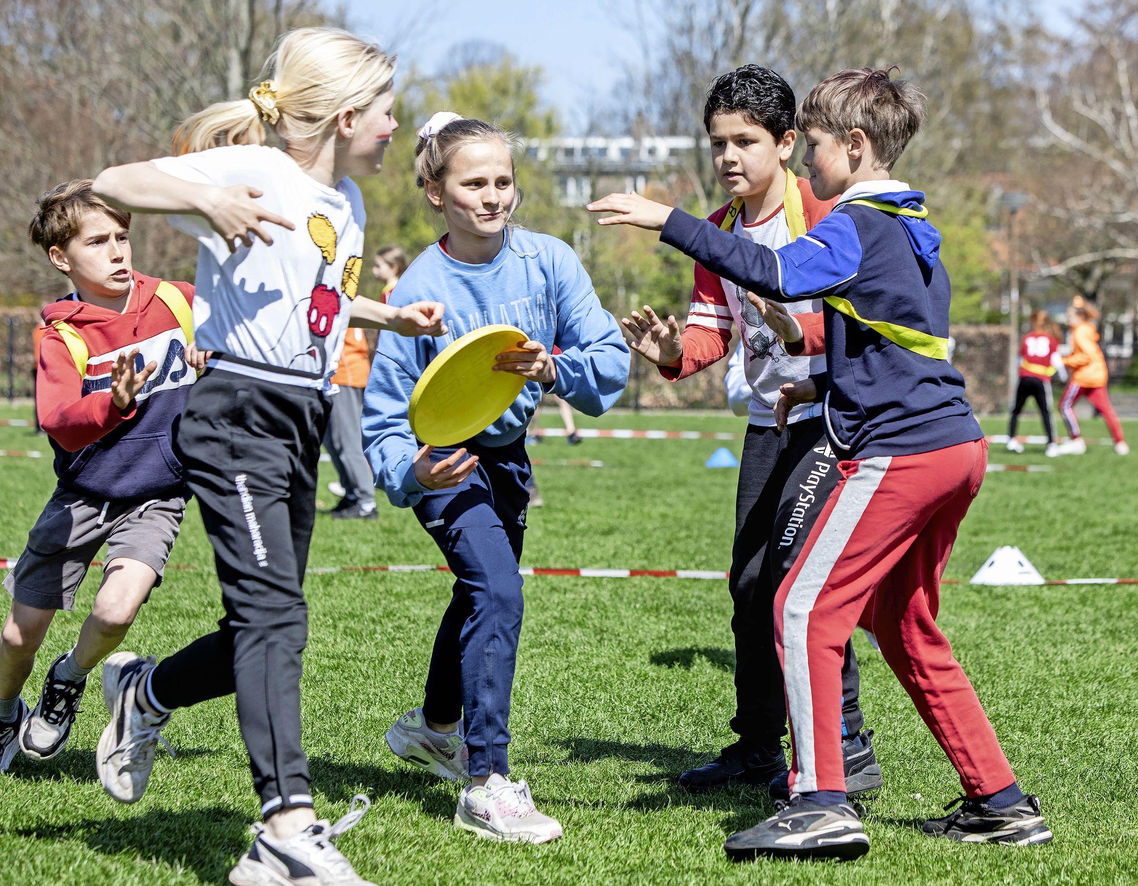 Coronaproof Koningsspelen op de Julianaschool in Overveen in teken van 'vuur, water en aarde'