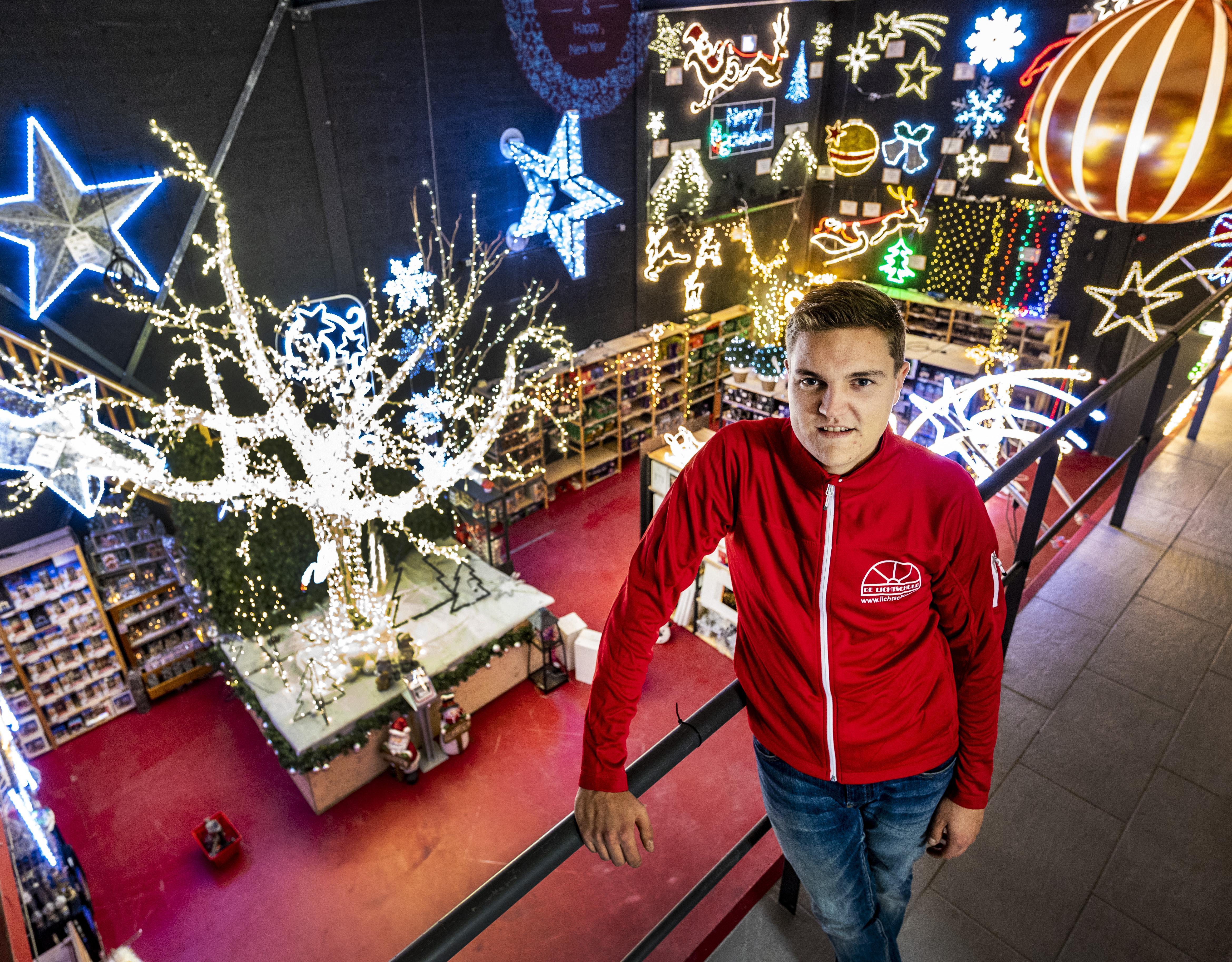 Rick (24) voortaan de baas in de Lichtschuur, speciaalzaak in kerstverlichting