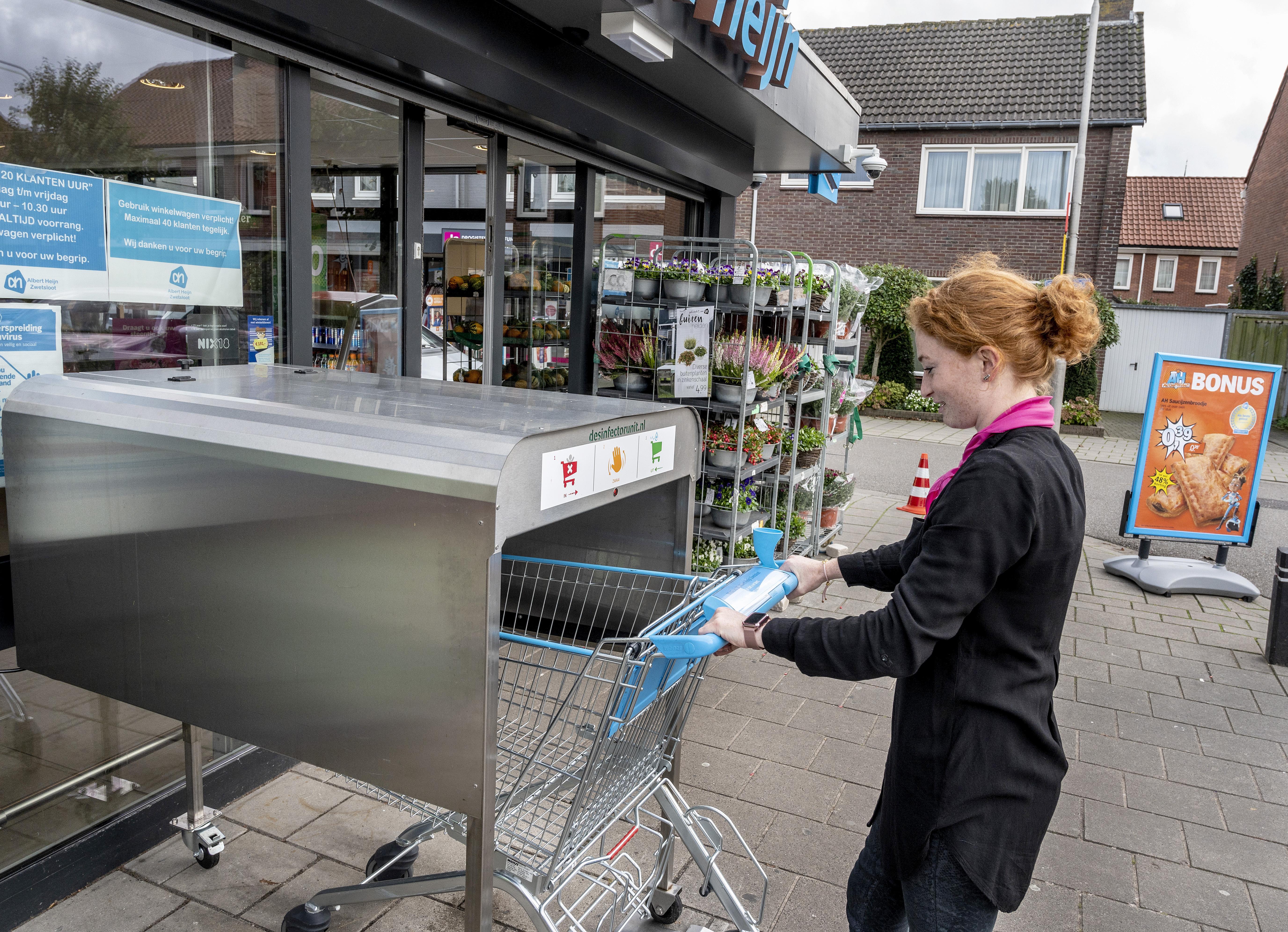 Wasstraat voor winkelwagentjes bij AH-Zwetsloot in Bennebroek: 'Alle klanten zijn er enthousiast over'