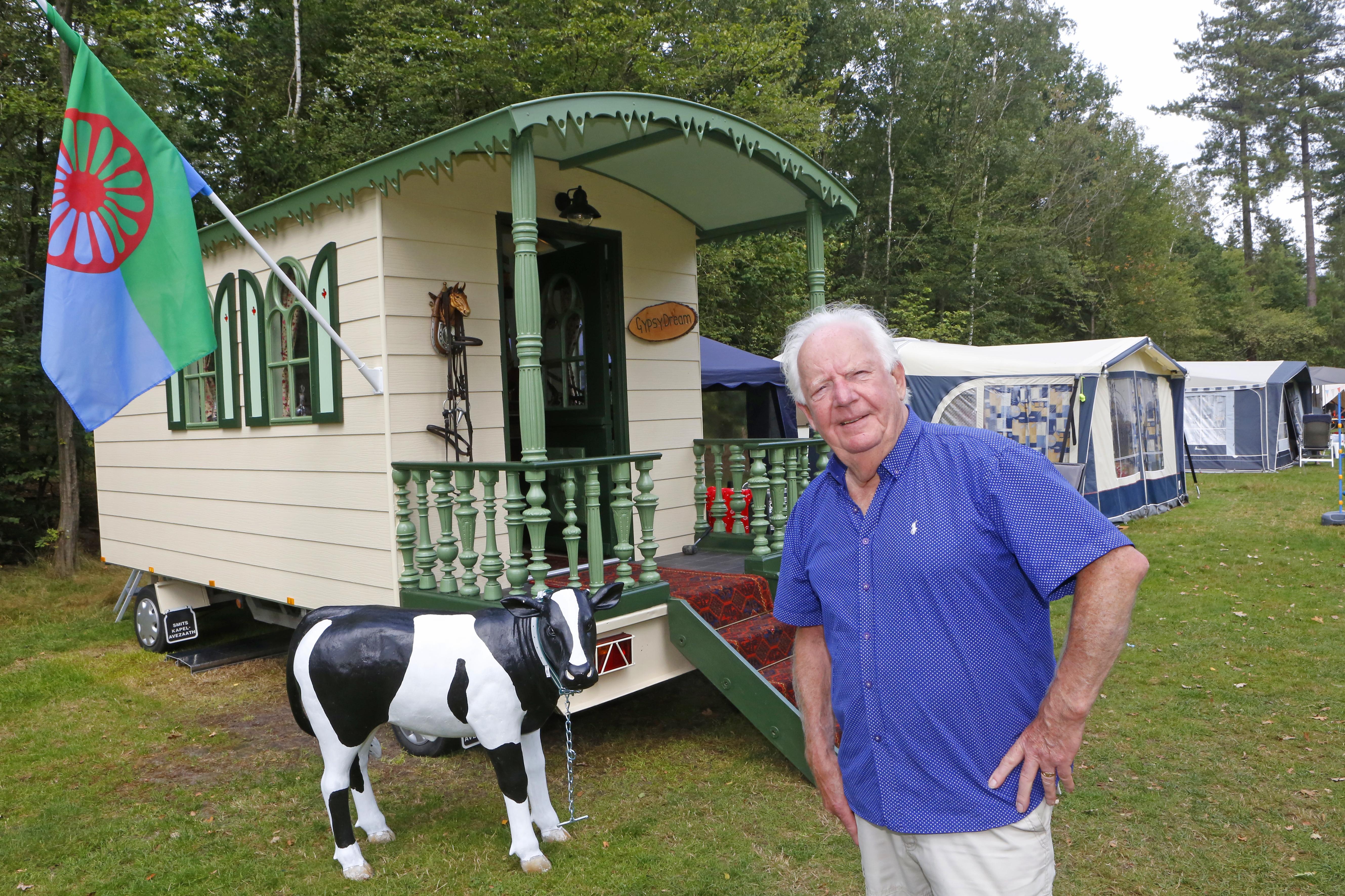 Hilversummer Martin Pater (81) bouwt zijn droom - een eigen gypsywagen - met koopjes op Marktplaats
