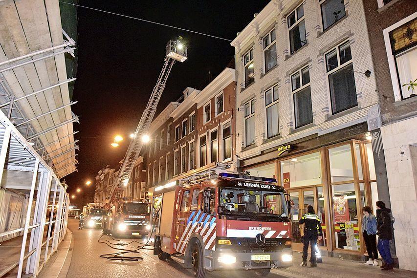 Panden ontruimd bij grote brand aan de Leidse Breestraat