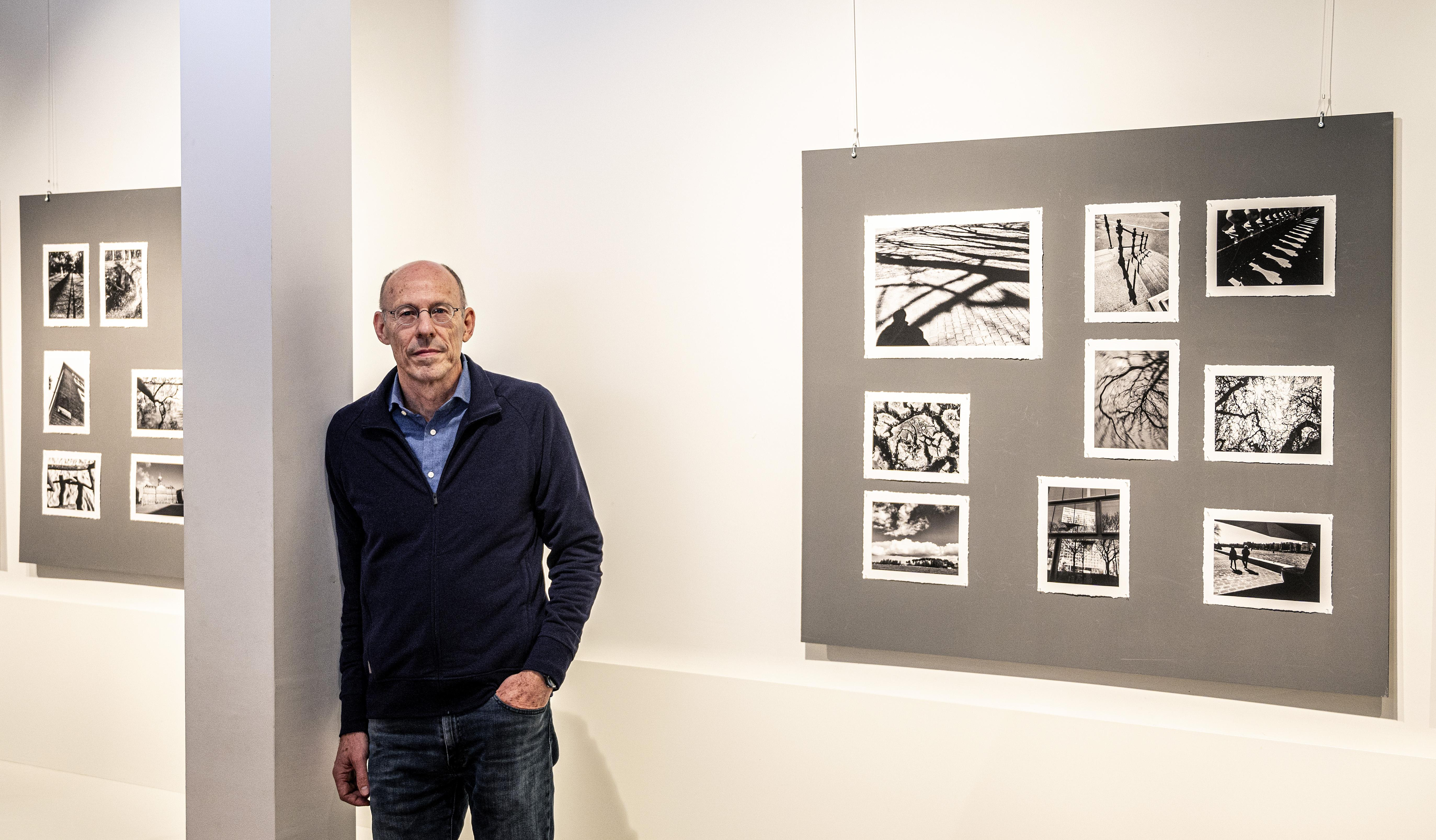 Tentoonstelling Fotograaf Michiel Goudswaard legt verstilling in coronatijd vast in zwart-wit: 'Serie is intuïtief ontstaan'