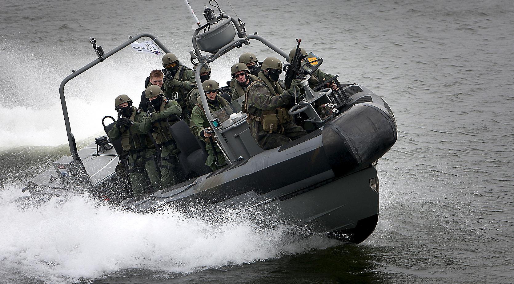 Wervers van de marine in Beatrixstraat Den Helder