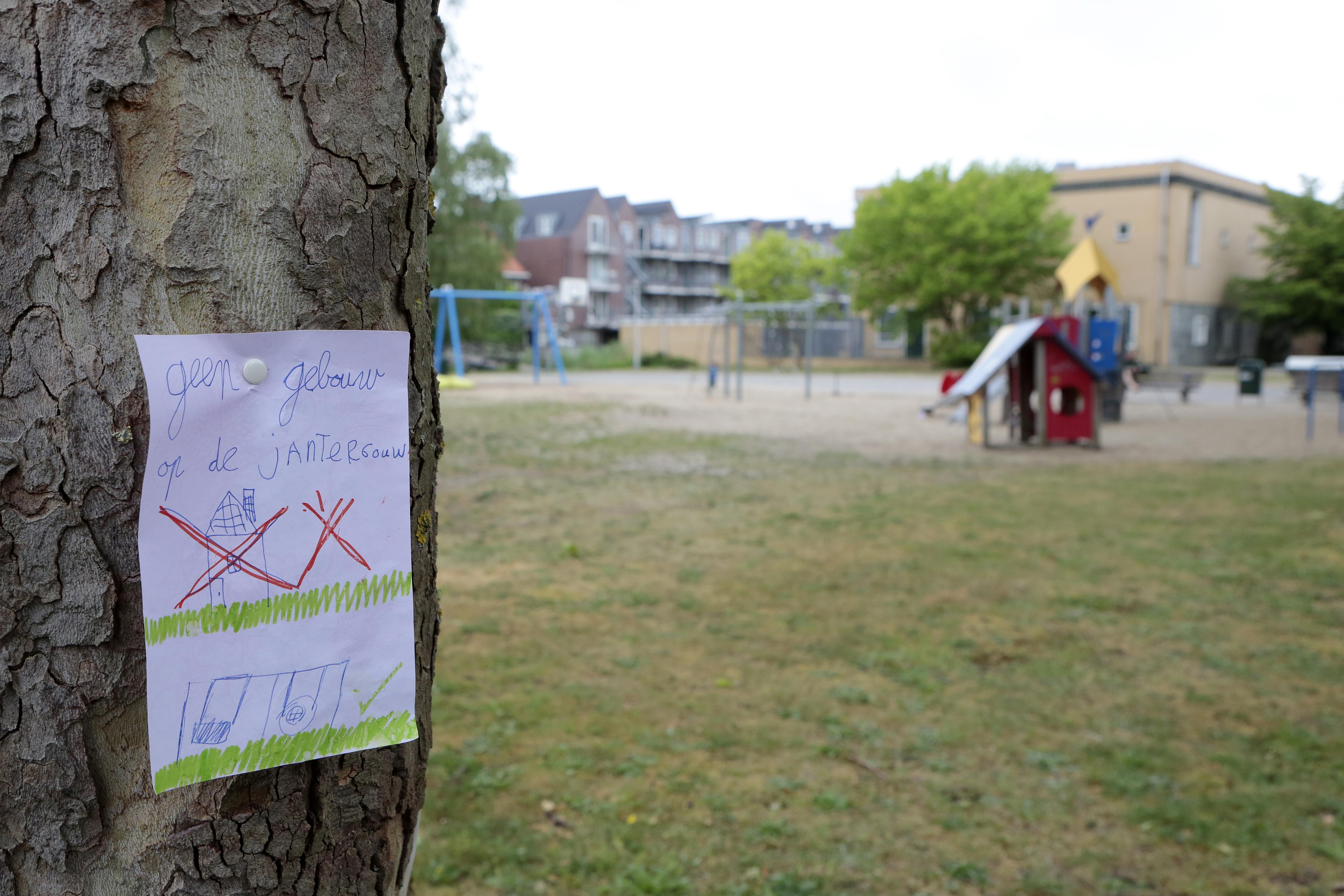 Van 'college goochelt met cijfers' tot 'plan waar iedere buurt jaloers op zal zijn'; Politiek Gooise Meren buitelt over elkaar heen in bouwplan Jan ter Gouwweg