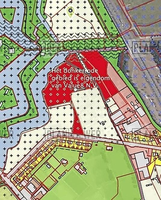 Geen grootschalige woningbouw op gronden van durfinvesteerder bij Naarden-Vesting; College Gooise Meren zegt geen plannen of aanvragen hiervoor te hebben liggen
