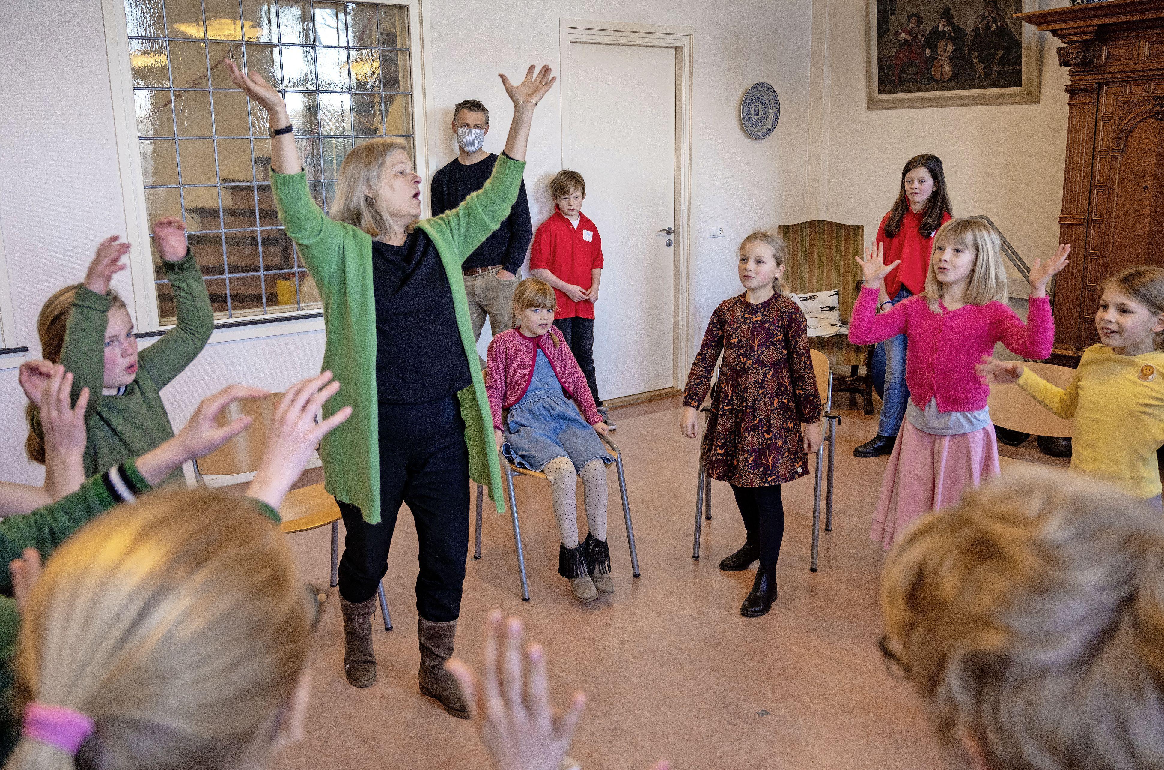 Privé-rondleidingen op de Haarlemse koorschool: 'Dat er muziek door de gangen klinkt, hoort erbij'