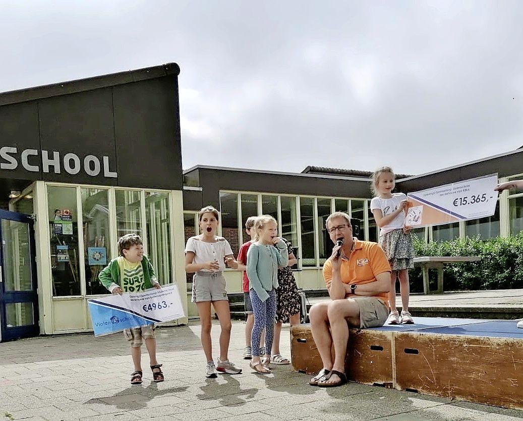 Moeder van overleden leerling Emy is onder indruk van de opbrengst van sponsorloop. Violenschool in Hilversum rent 15.365 euro bij elkaar voor KiKa. 'Emy was een sportief meisje'