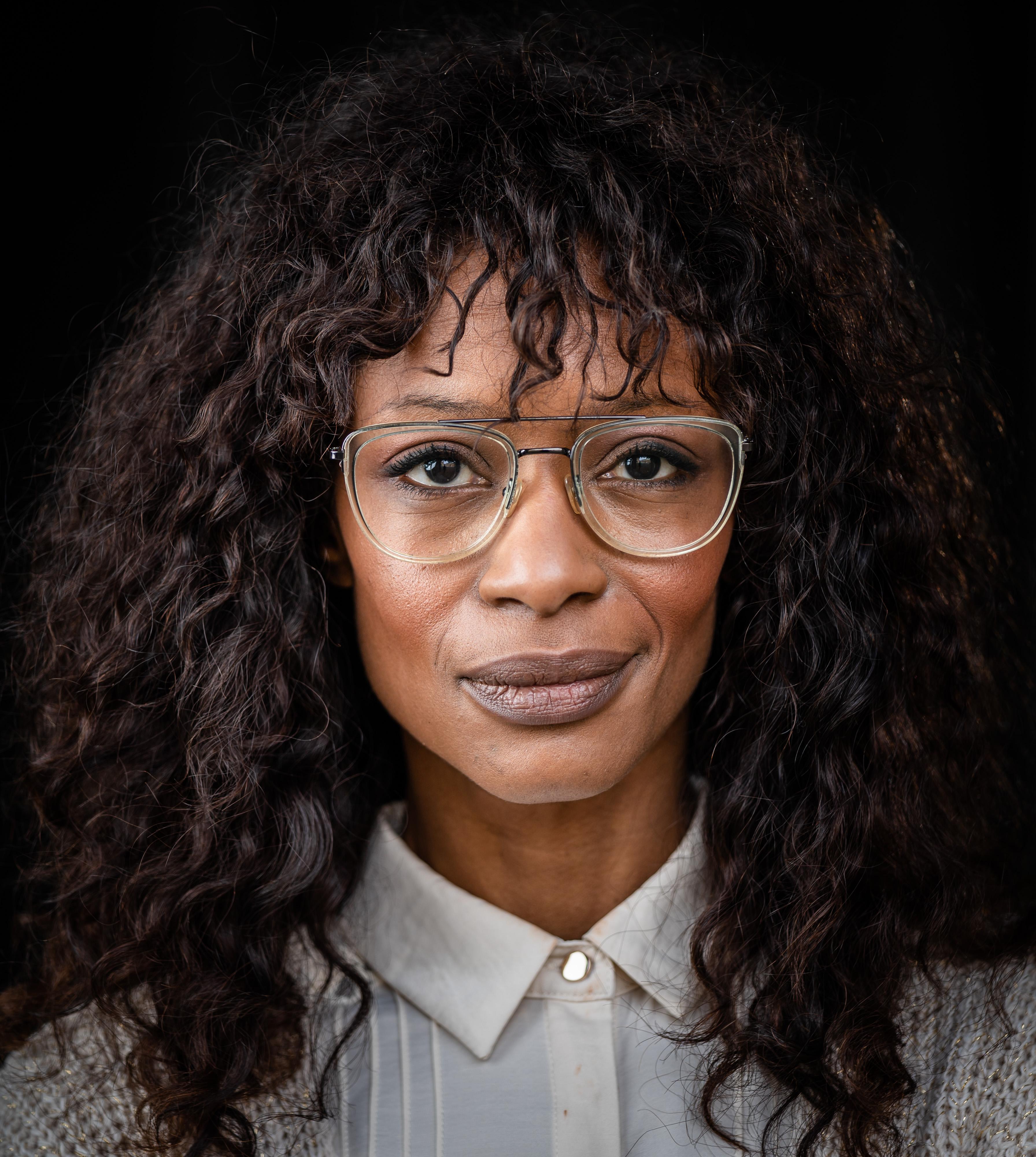 Sylvana Simons vindt krijgen Ribbius Peletierpenning 'heel erg eervol' en moest er een traantje om laten