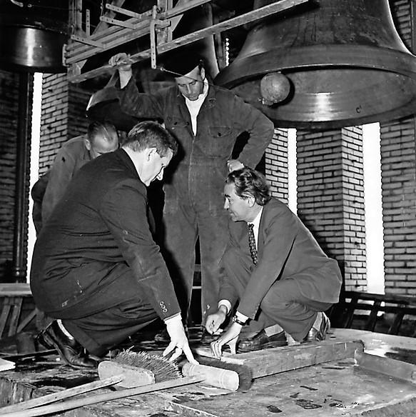 Cadeautje bij geboorte 100.000ste Hilversummer: raadhuis kreeg ruim een kwart eeuw na dato toch zijn carillon