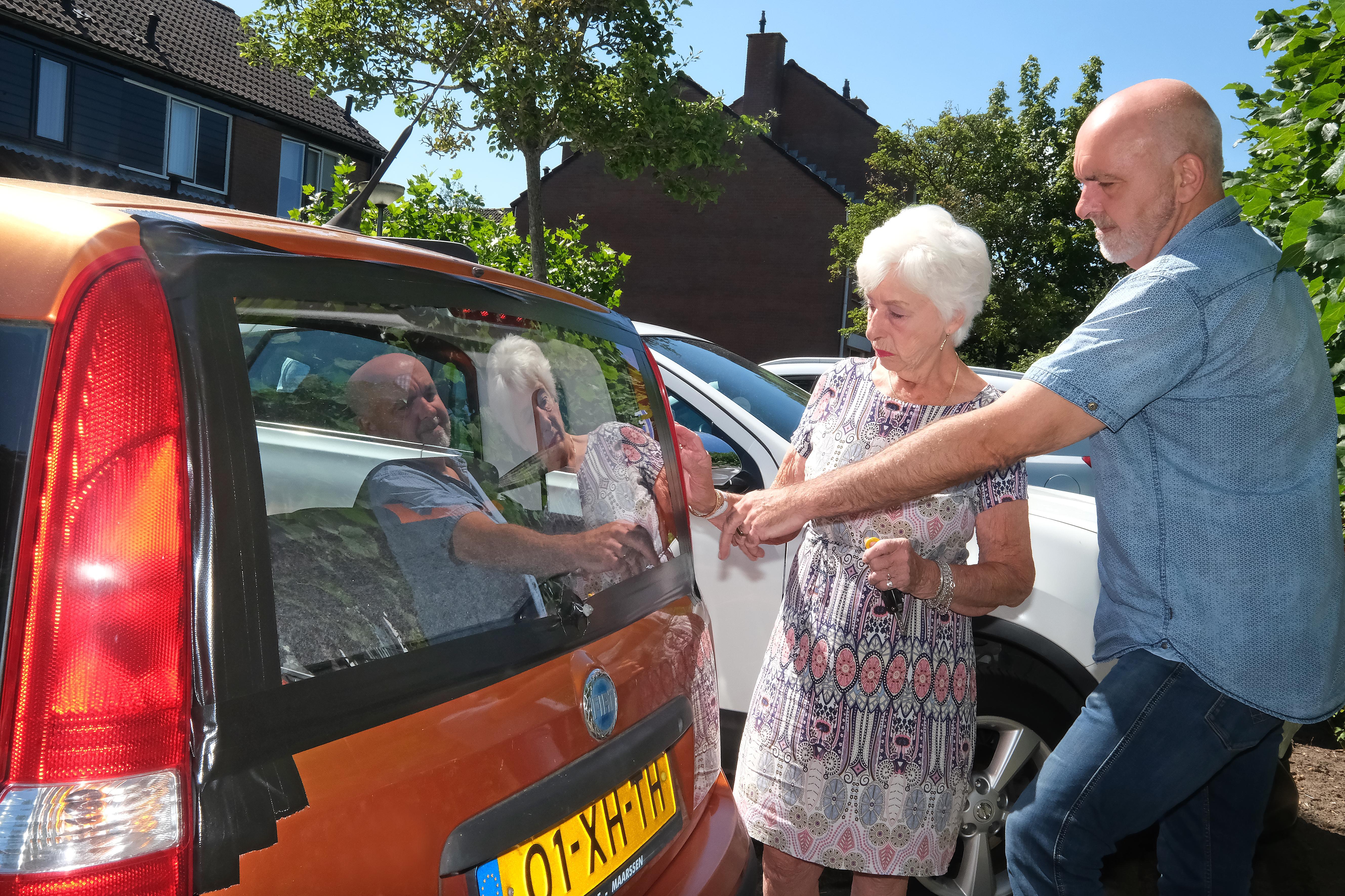 Henny Veltmeijer (84) lag nietsvermoedend in bed toen een roekeloze automobilist haar Fiat Panda ramde en doorreed: 'Mijn auto is mijn brokje goud, staat voor vrijheid'