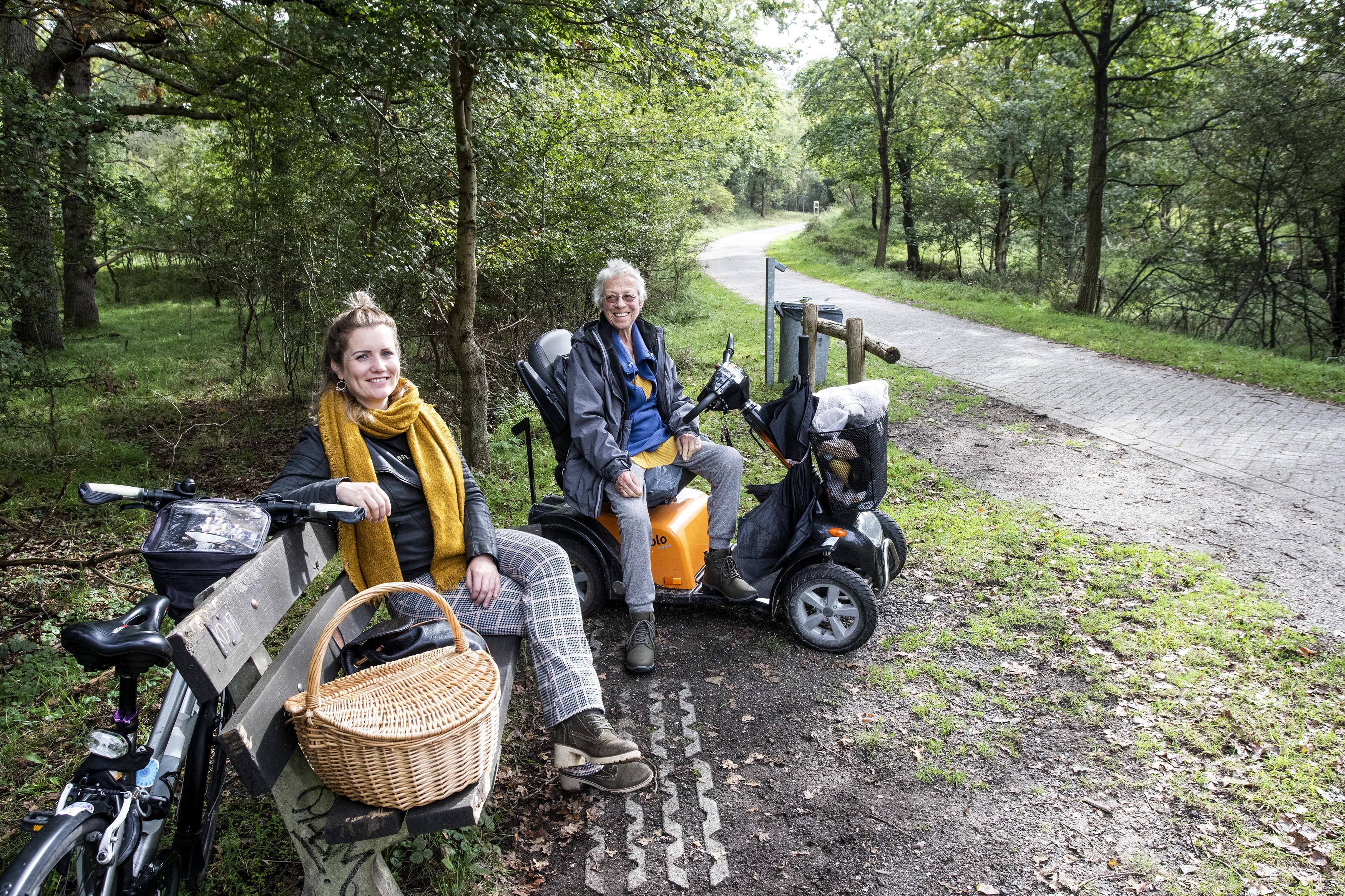 Marjoleine (32) en Anneke (82) hebben diepgaande vriendschap opgebouwd via Maatjesproject: 'Ik heb een duinoma gekregen en hoop nog lang van haar te genieten'