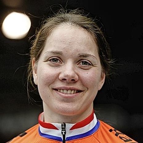 Wielrenster Laurine van Riessen: 'Met de vrouwen rijden we nu maar tegen de talentengroep van de mannen'