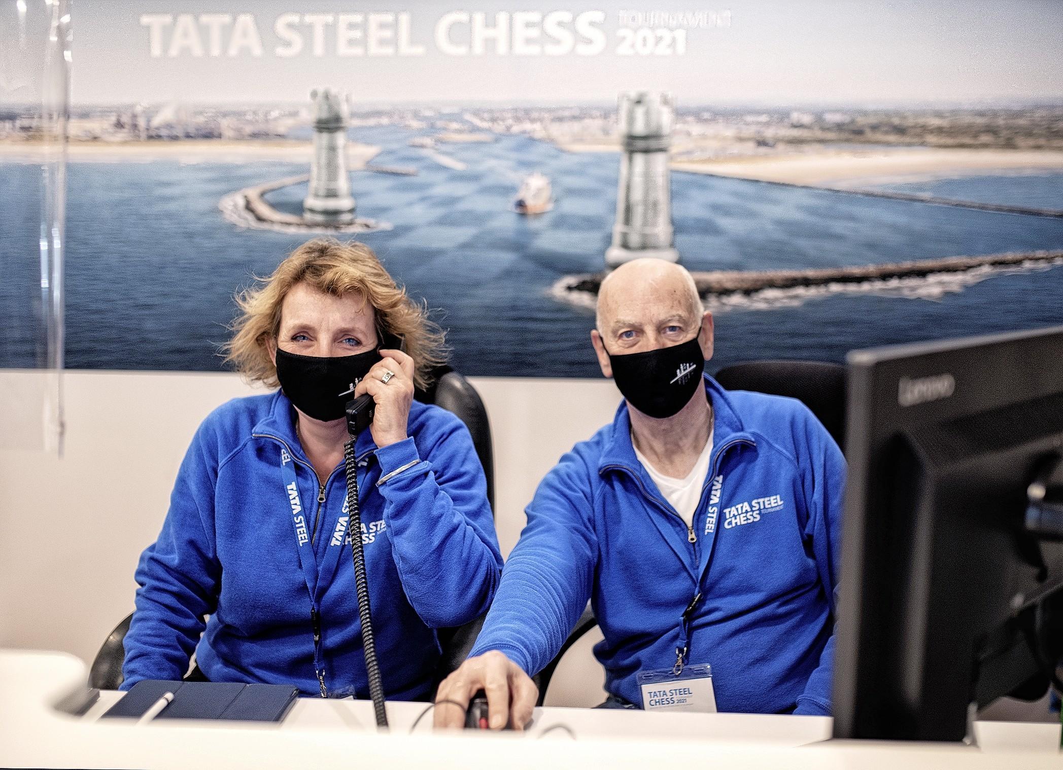 Siem Weterings en zijn vrouw Jolanda doen 'alles wat nodig is om Tata Steel Chess beter te laten verlopen.' Zo ontdekte Siem wellicht de manier om wereldkampioen Magnus Carlsen te verslaan