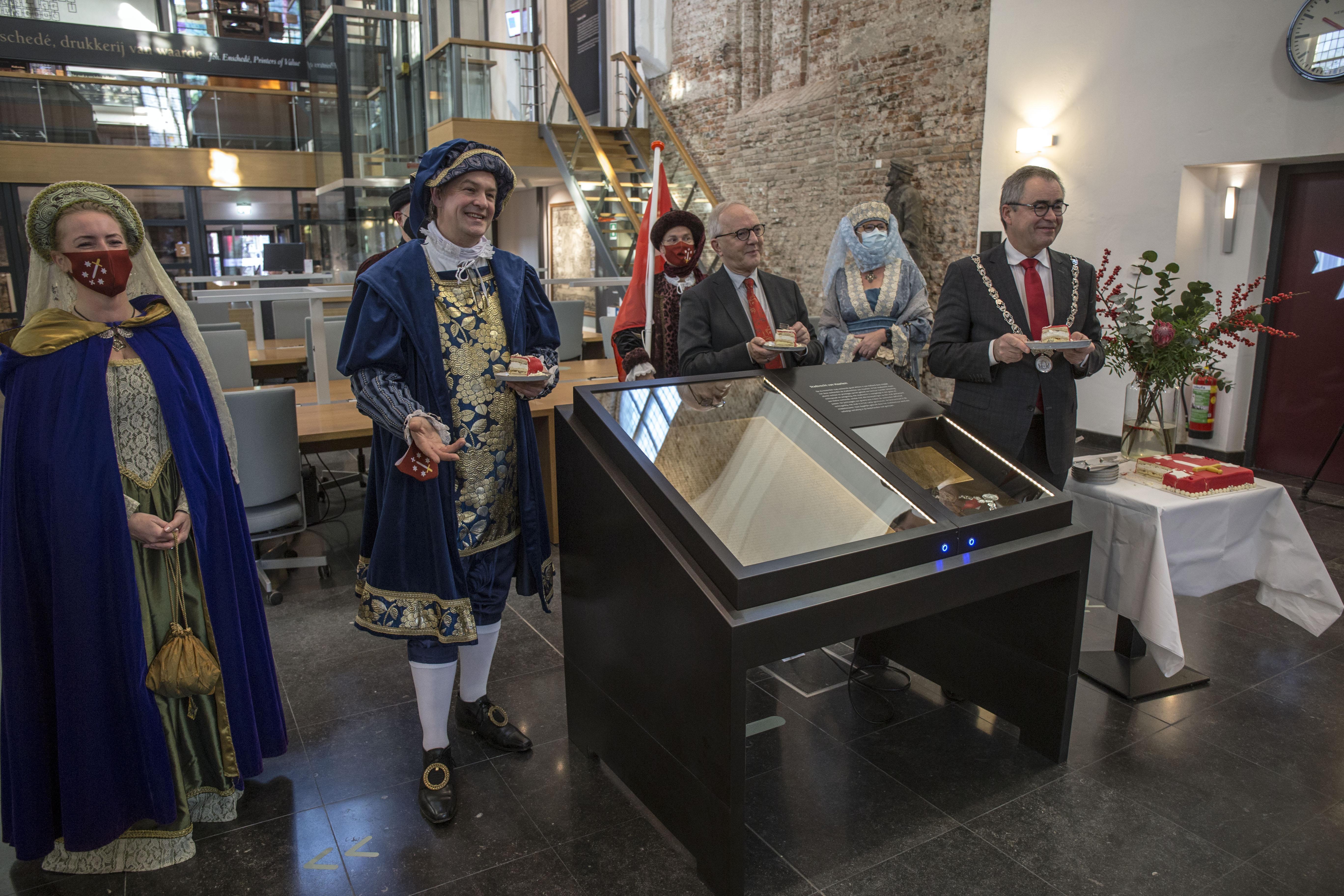 Haarlem 775: Met het aansnijden van de taart is de verjaardag officieel begonnen