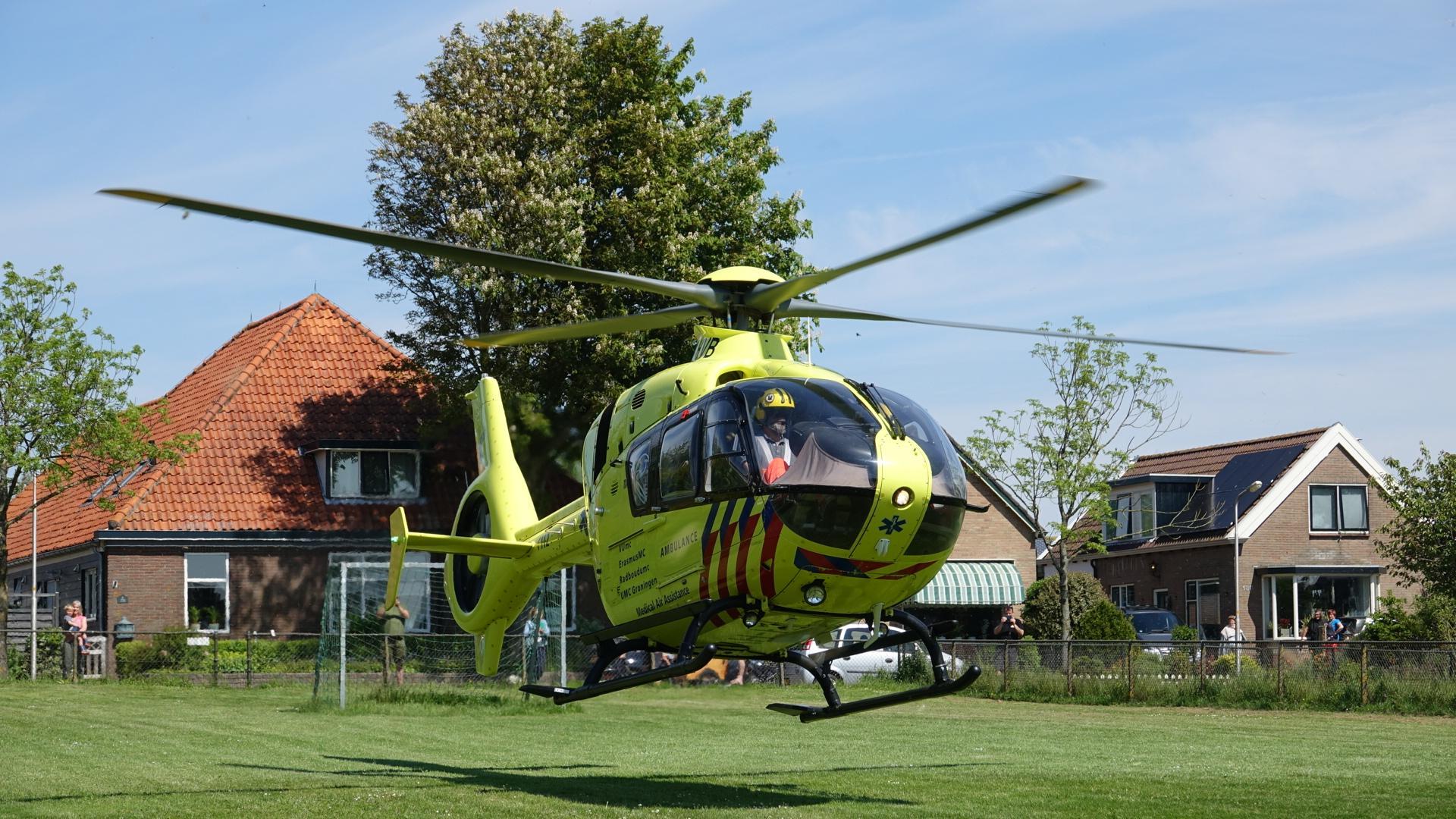 Man raakt zwaargewond bij werkzaamheden in Westerland; traumahelikopter opgeroepen