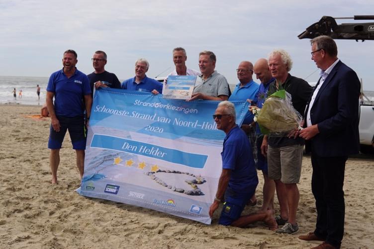 Petje af voor Den Helder: 'Er zijn er niet zo veel die twee jaar op rij de titel Schoonste Strand van de Provincie krijgen'