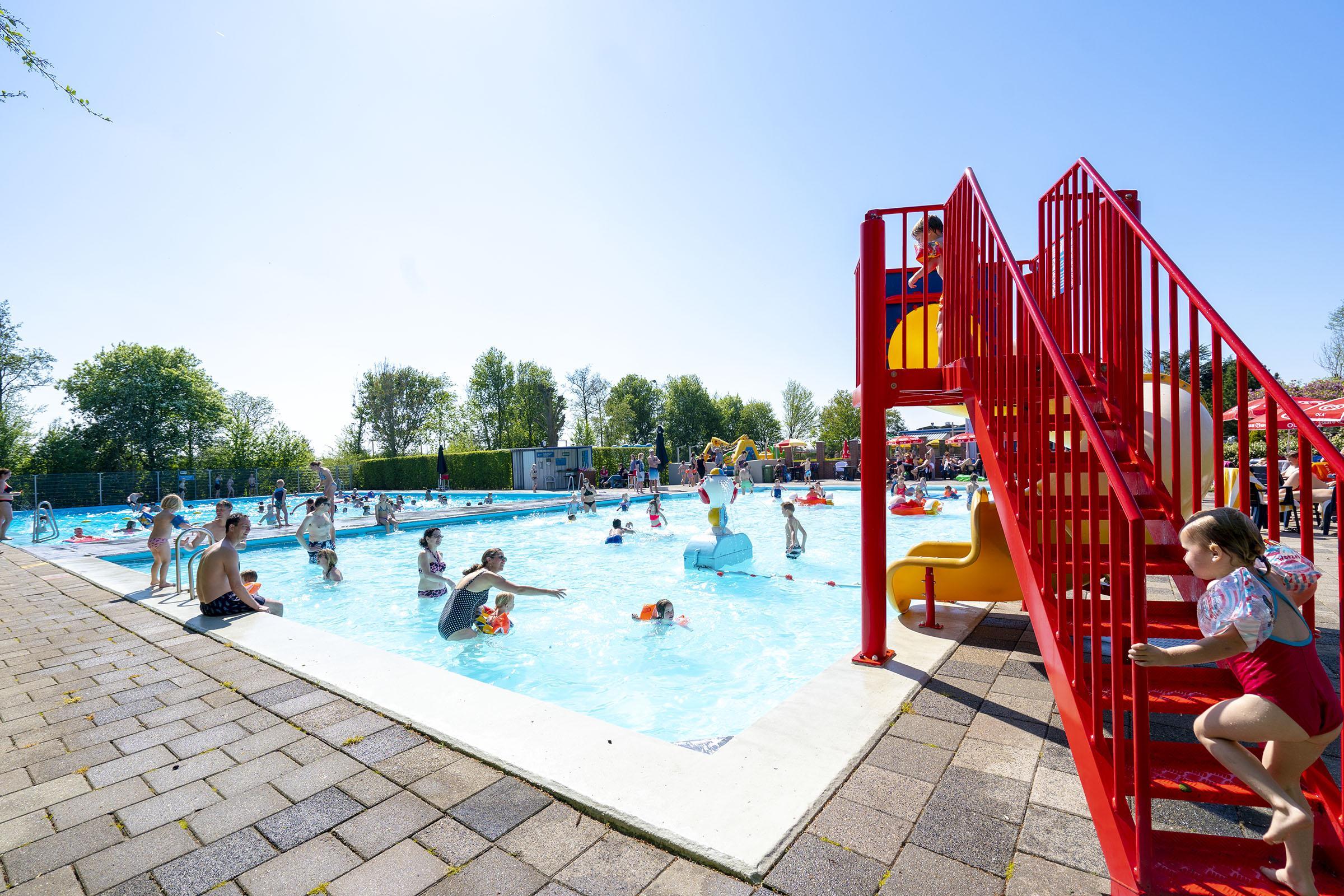 Buitenzwembaden in Leidse regio worstelen met 'helse dilemma's'
