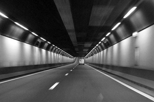 A22 bij Velsertunnel tijd dicht door te hoge vrachtwagen