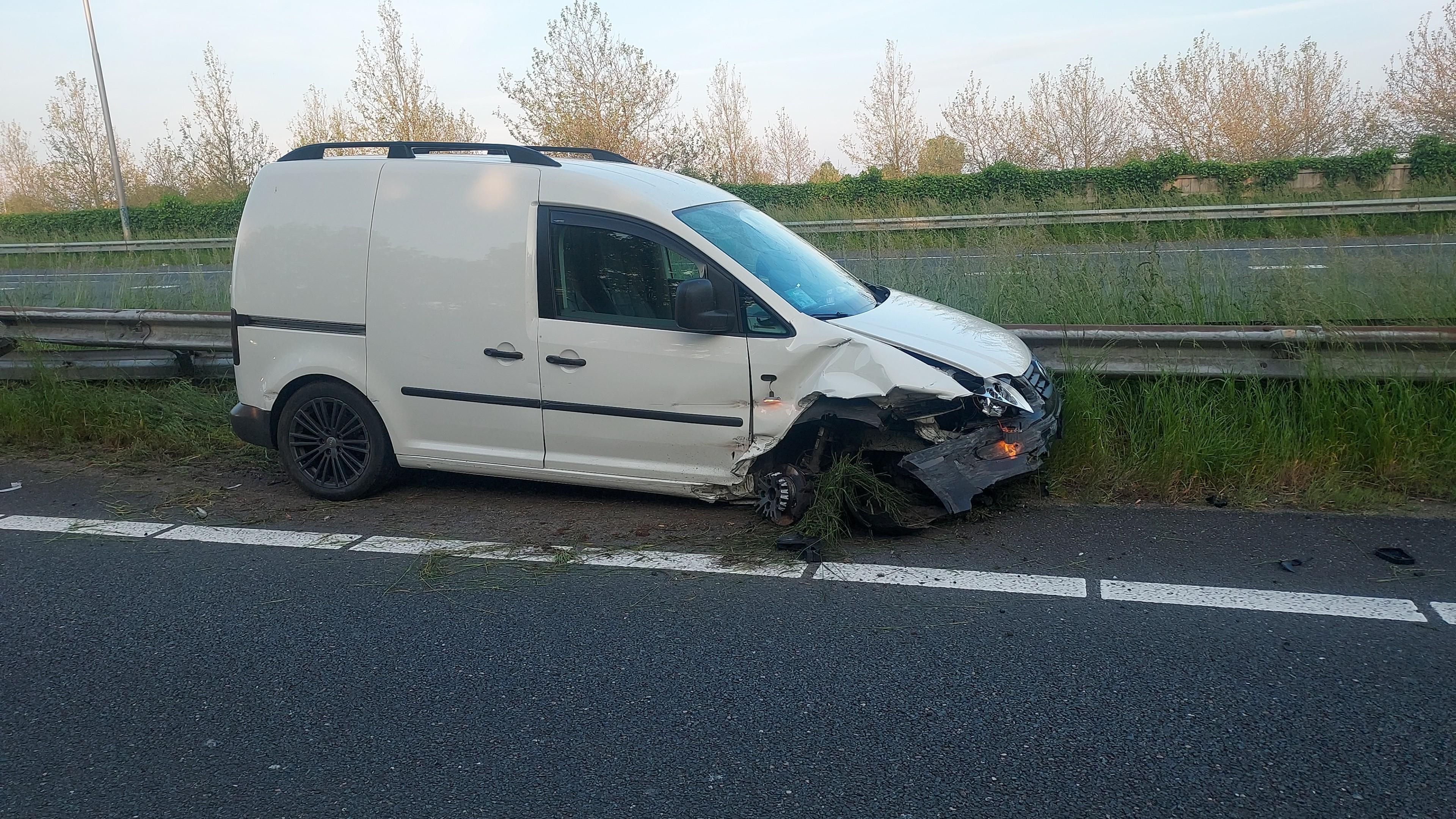 A7 bij afrit Avenhorn enige tijd dicht door ongeluk