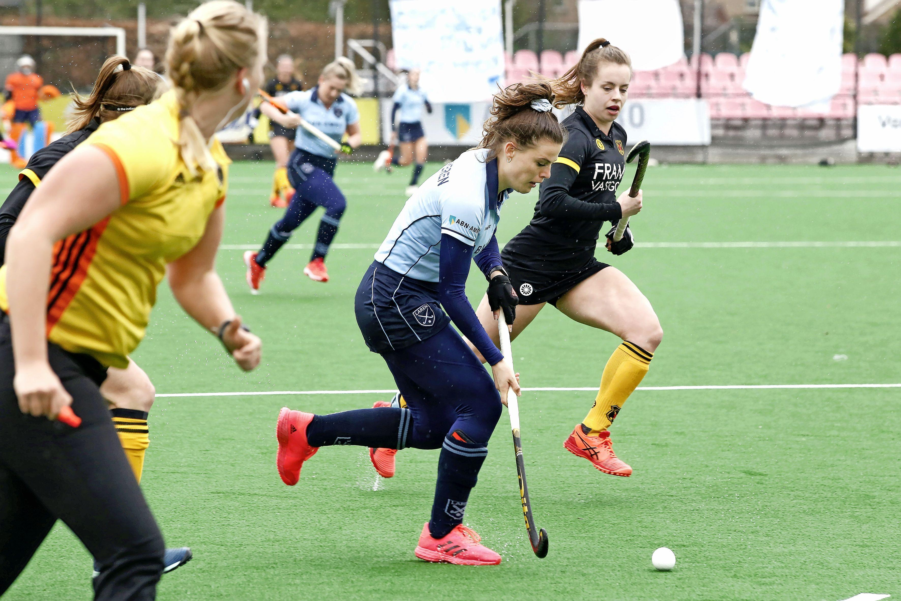 Hockeysters van Laren nipt onderuit tegen concurrent Victoria: 'We hebben te weinig risico genomen'