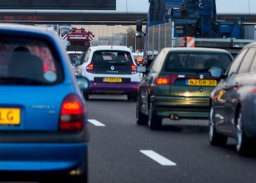 Verkeer rond Amsterdam muurvast na ongelukken