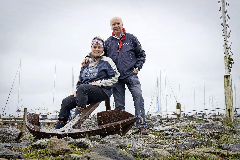 Zeilpaar John en Henneke Stavenuiter doen al 40 jaar lang alles samen: 'In het heetst van de strijd konden we aardig tegen elkaar tekeer gaan'