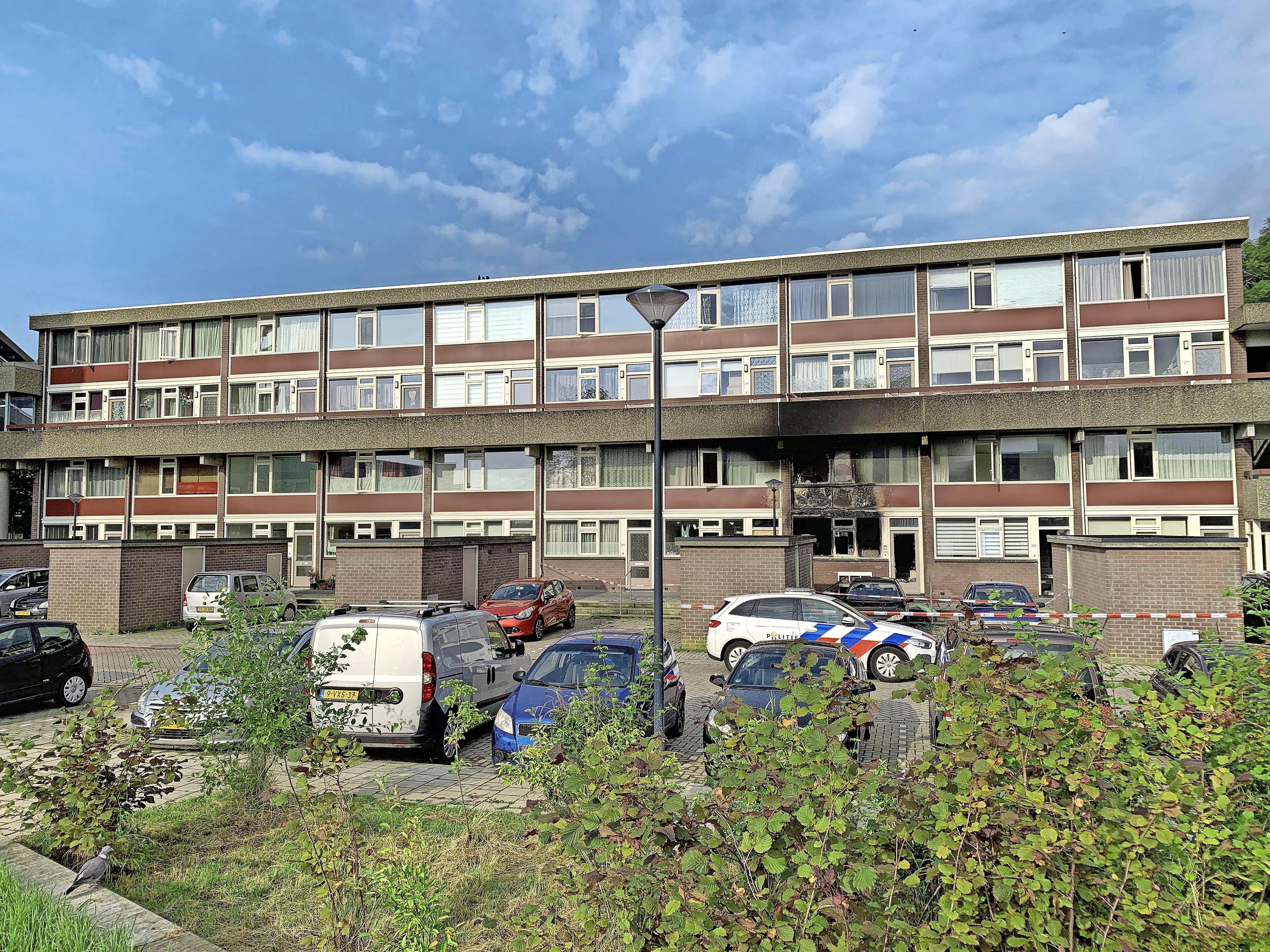 Politie onderzoekt brandstichting in flat Hoorn: 'Nog te vroeg om er iets over te zeggen'