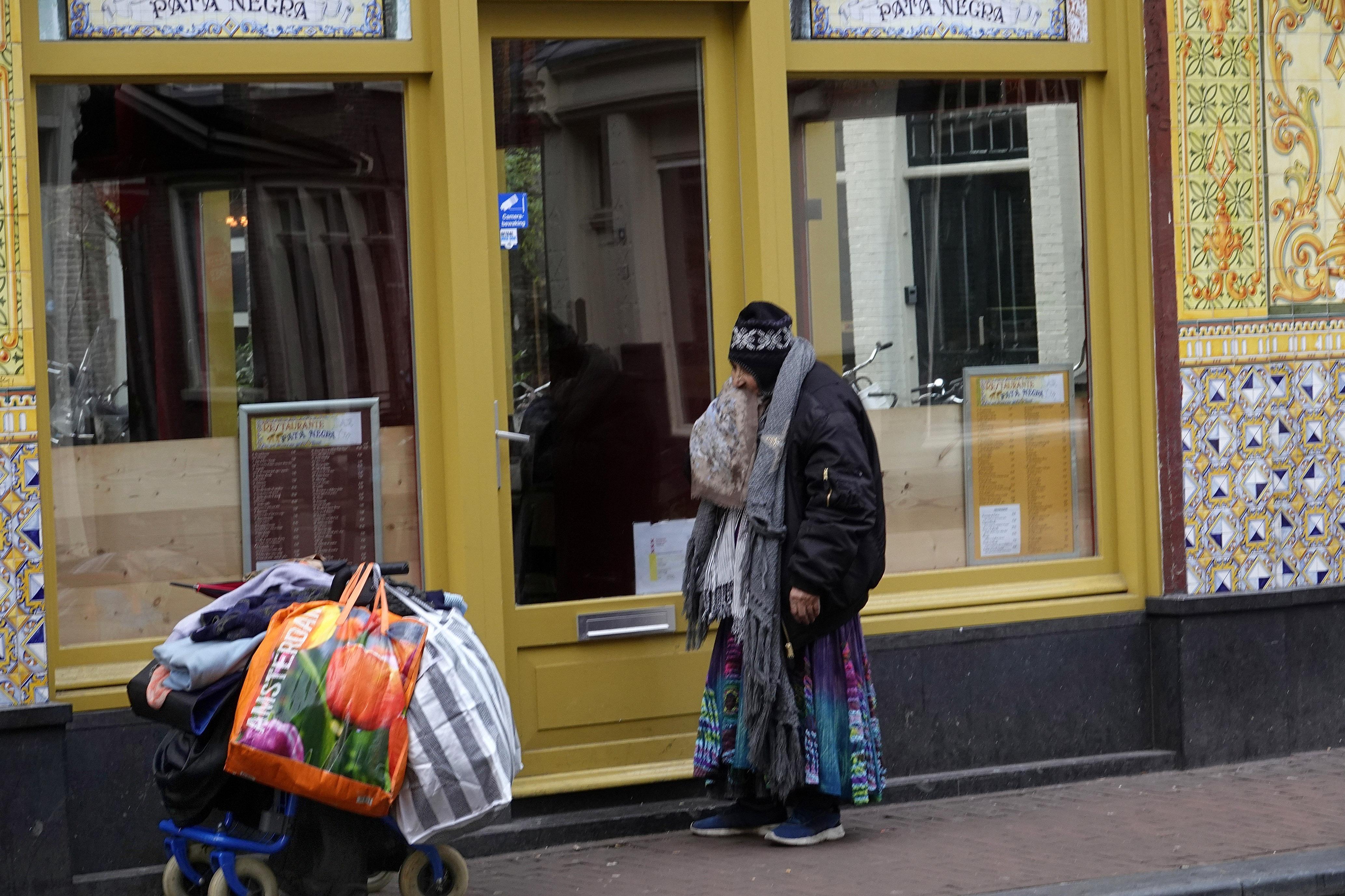 Oproep Rode Kruis: meer oog nodig voor kwetsbare daklozen - corona in deze groep is gevaar voor de publieke gezondheid