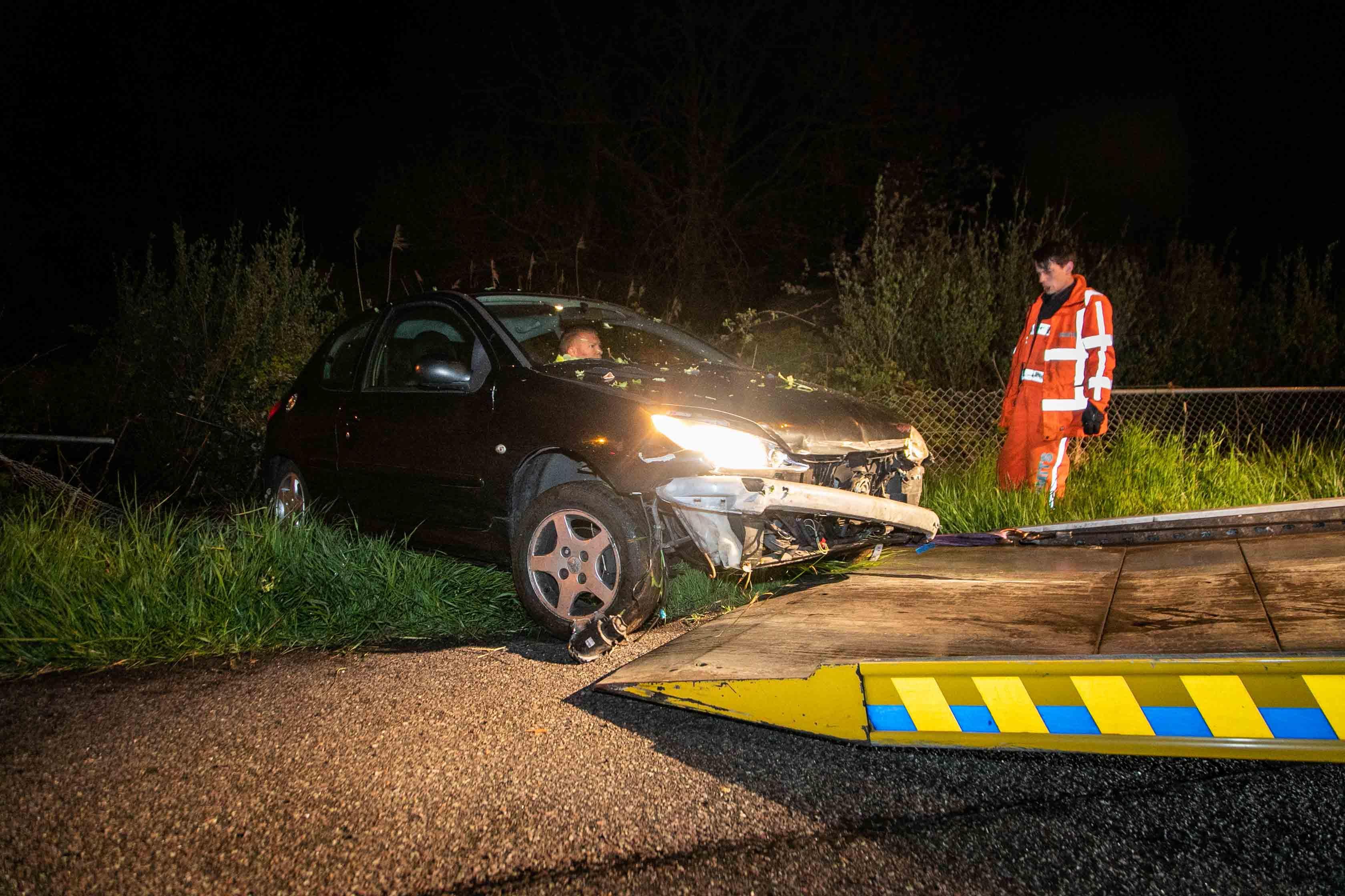 Politie zoekt half uur naar gecrashte auto langs A9 bij Velsen-Zuid, bestuurder aangehouden