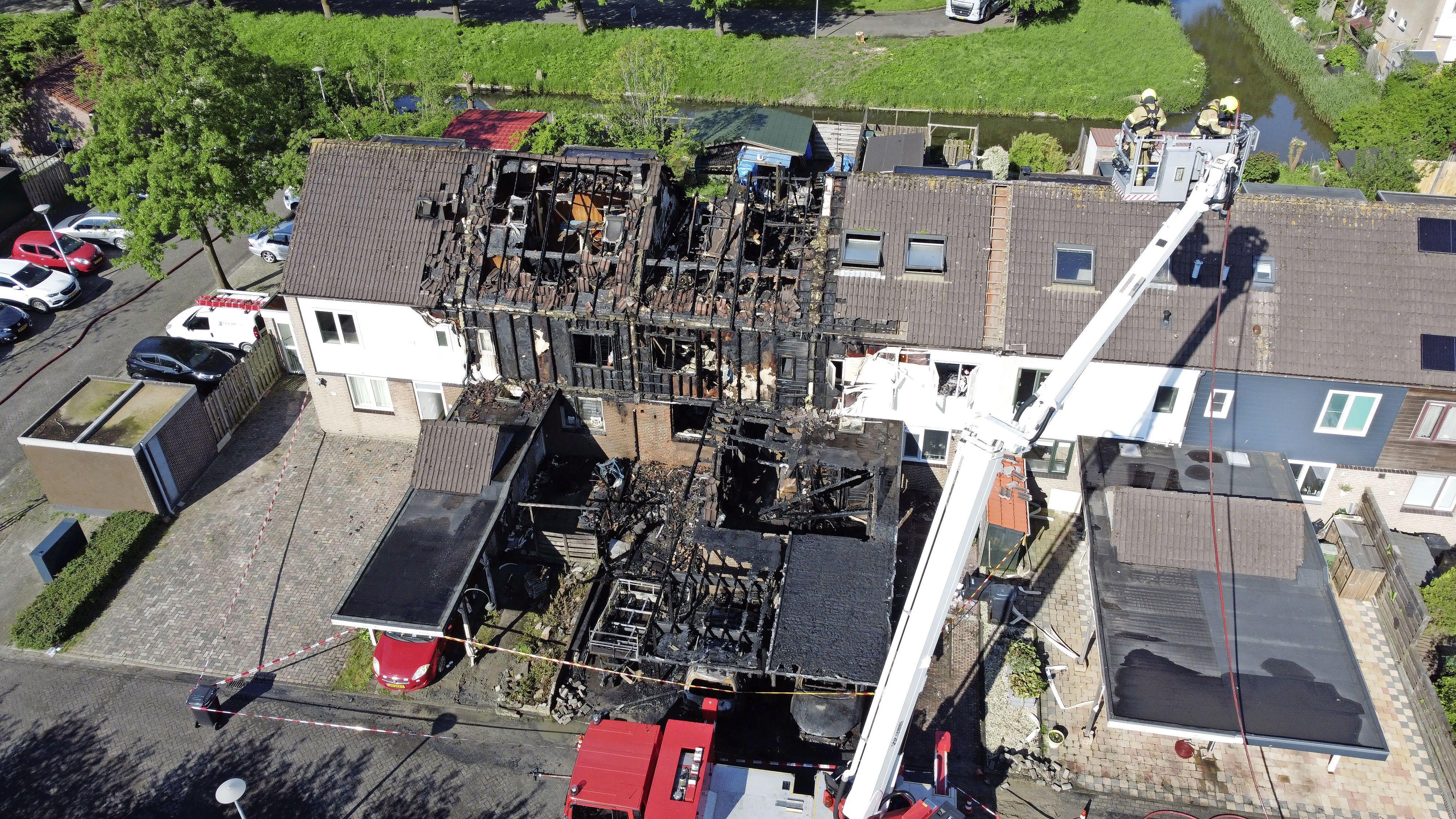 Dronefoto's brengen verwoesting brand Zwaag in beeld