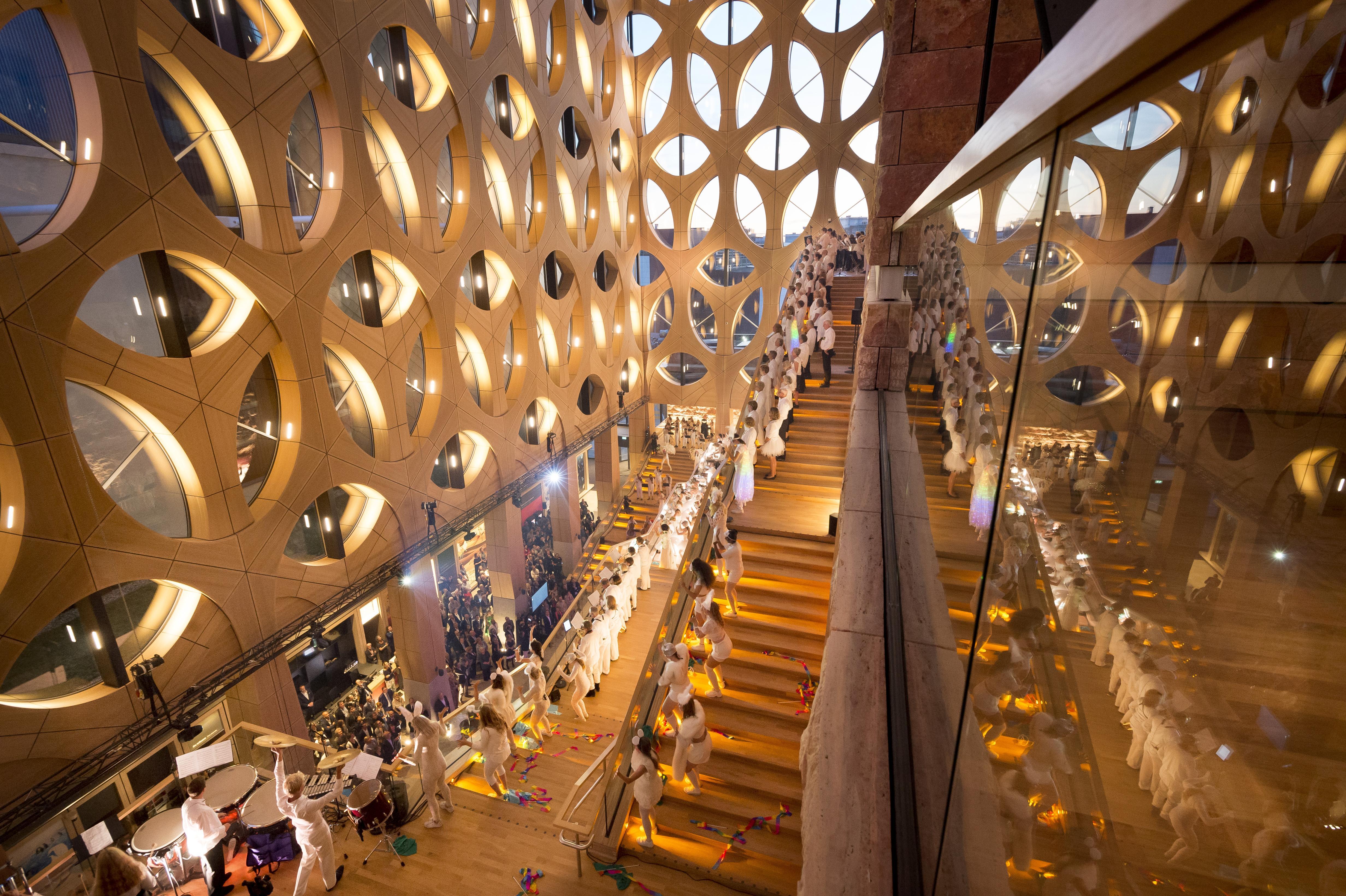 Bijzondere opening van Naturalis: nieuwe museum is eenmalig operagebouw