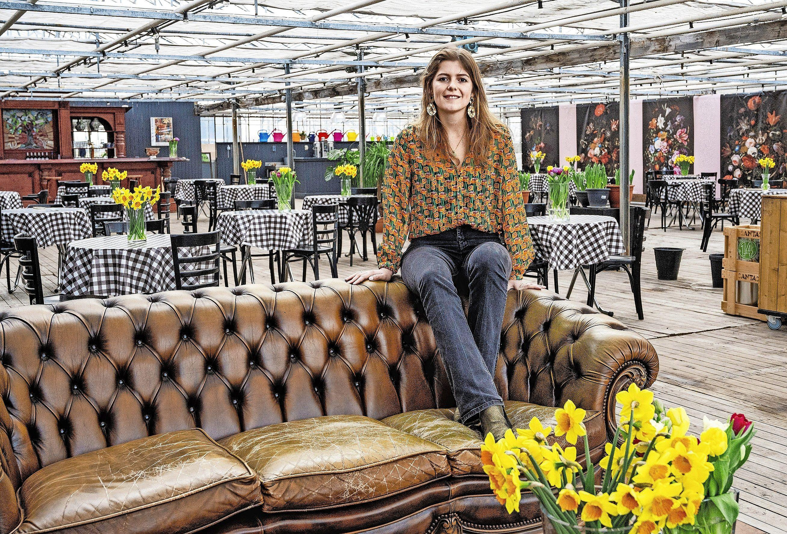 Piepjonge ondernemer Romy Ruigrok opent The Tulip Barn: horeca, bloemenattractie en afstudeerproject ineen