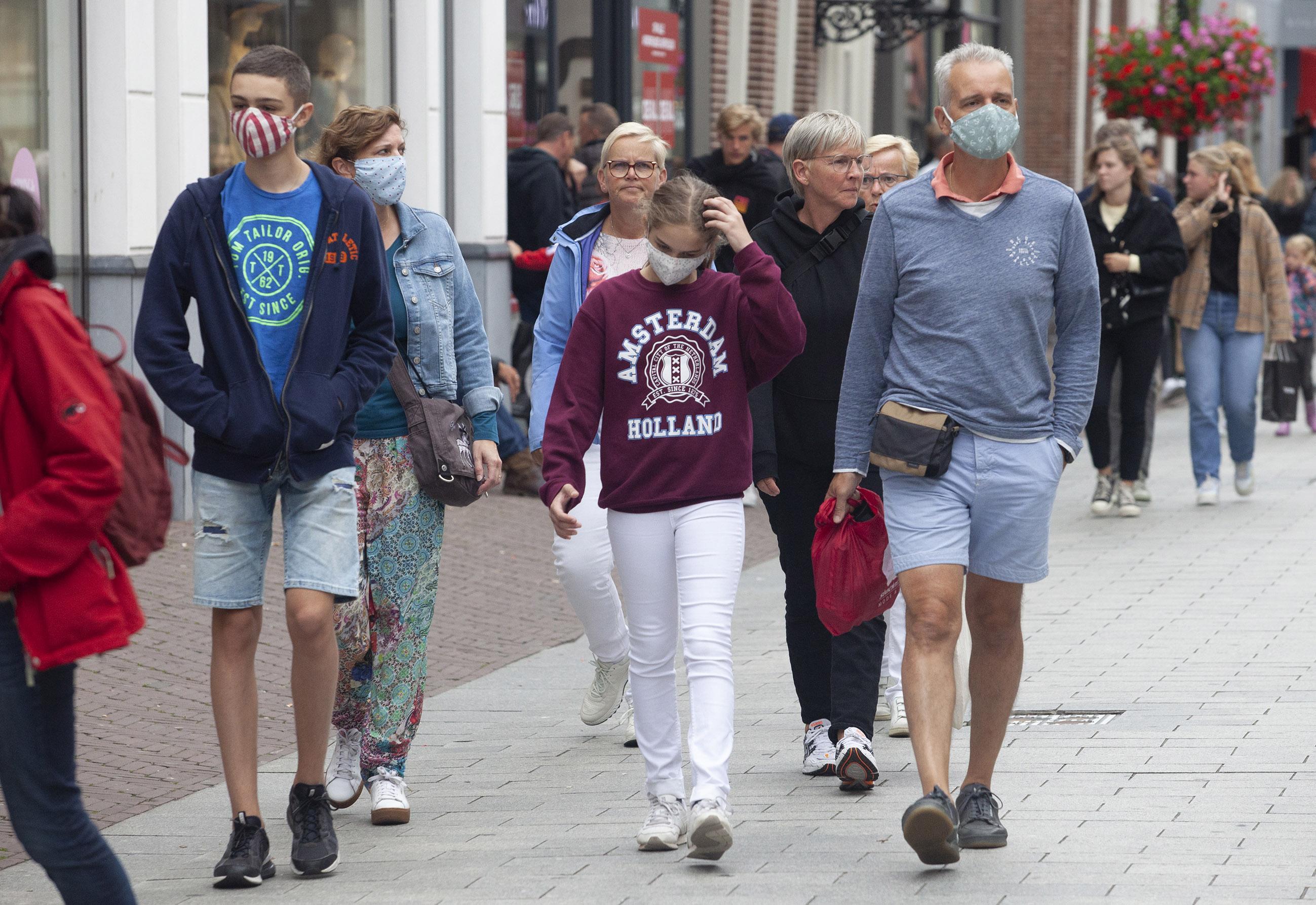 Strandgangers vaker naar het rustige noorden en wellicht andere afspraken met horeca: Veiligheidsregio Noord-Holland Noord over de nieuwste ontwikkelingen