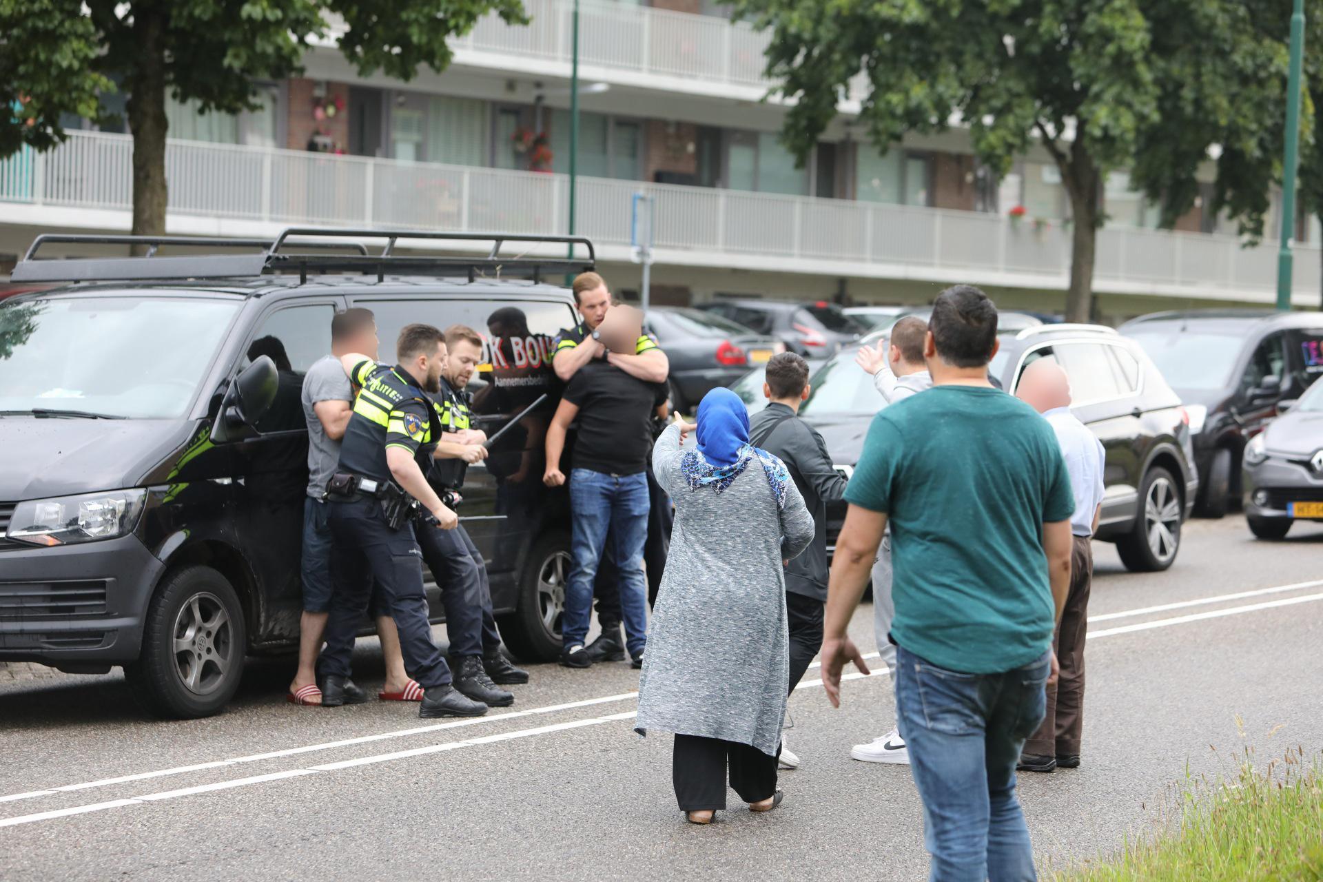 Vechtpartij op straat na ongeval met meerdere auto's in Soest