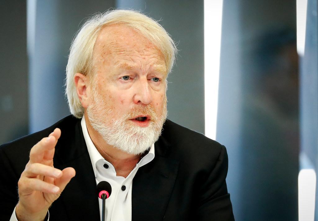 Ook RIVM-kopstuk Jaap van Dissel aan de 'digitale schandpaal genageld'