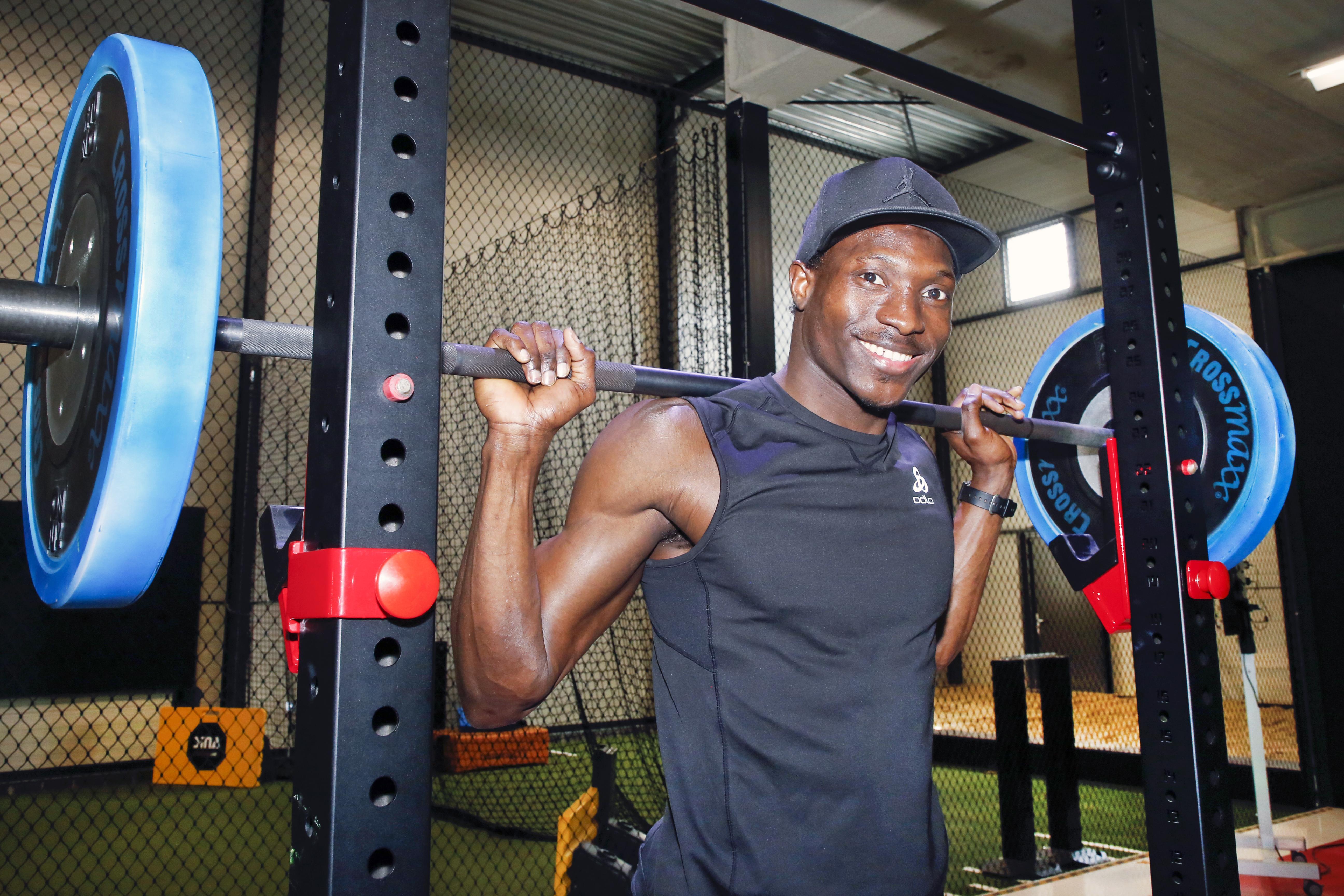 Alagie Sonko probeert op kibbeling de Olympische Spelen te halen. De sprinter uit Gambia krijgt alle hulp uit Beverwijk om zich de komende weken nog te plaatsen voor Tokio