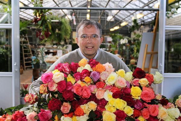 Bloemen testen bij Soester Rozenfestival