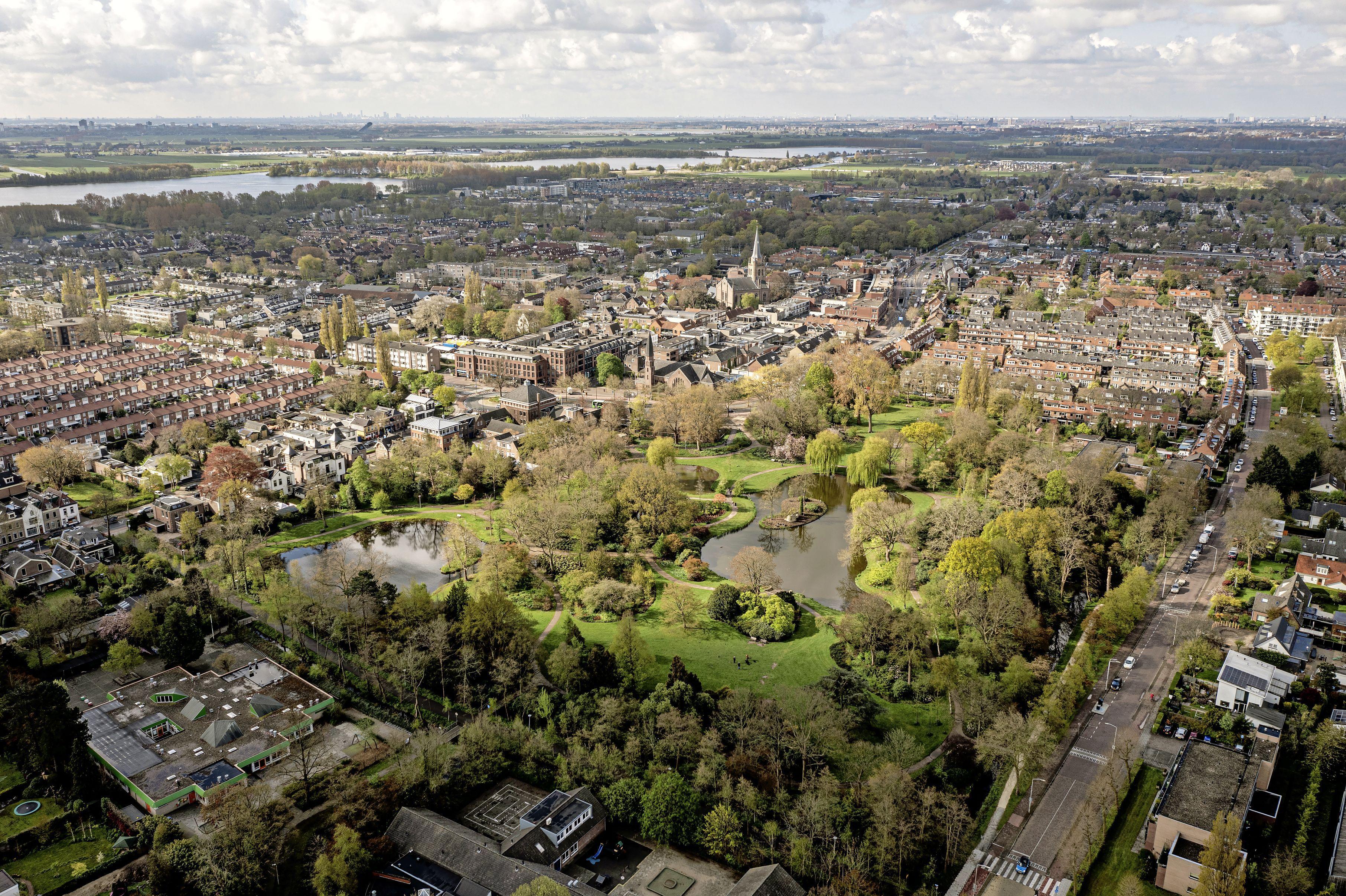Voorschoten: Berkhoutpark, een groene oase in een steeds meer bebouwd dorp