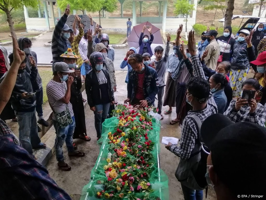 Dodental Myanmar stijgt tot boven de 700 na nieuw geweld