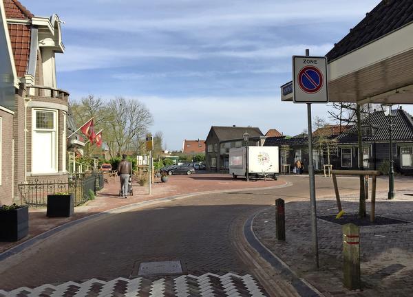 Parkeren taboe op vernieuwde dorpsplein Ilpendam