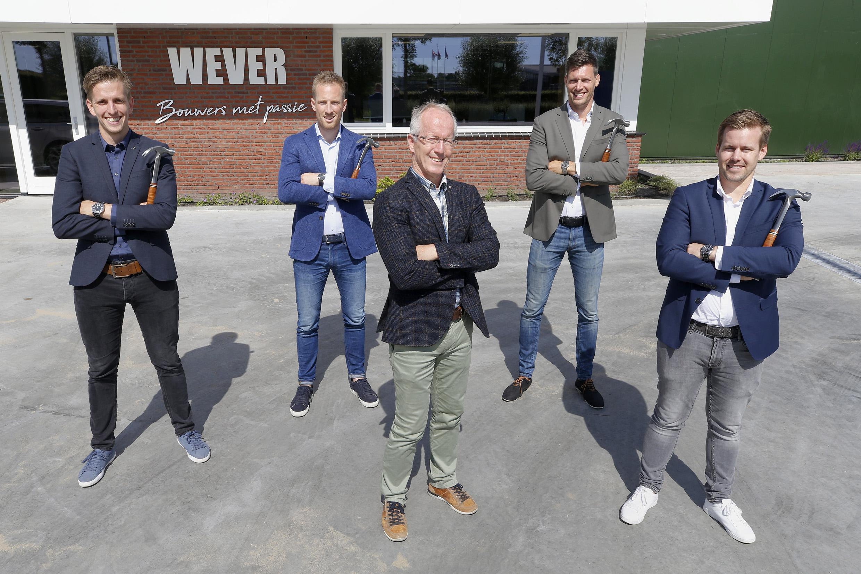 Theo heeft zijn zin: het voortbestaan van de Wever Bouwgroep uit Waarland is zeker, ook nu hij een stapje terug doet. Verrassend: het bedrijf krijgt nu niet één, maar vier directeuren
