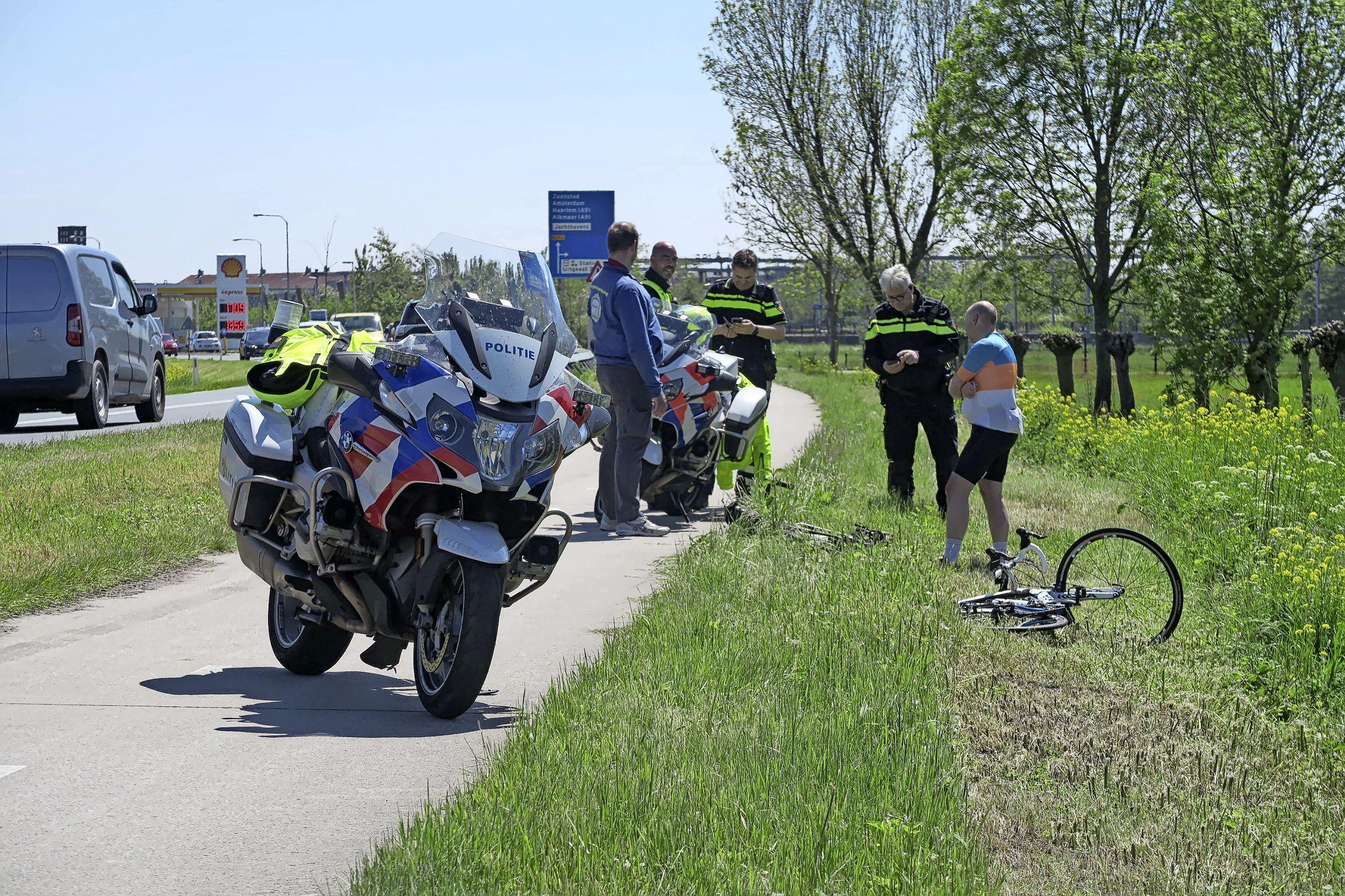 Wielrenner gewond bij botsing met brommer in Uitgeest, tegenpartij verlaat plaats van ongeval