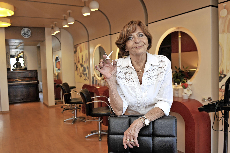 Haarmode Tonny uit Beverwijk bestaat vijftig jaar en had een Bekende Nederlander in dienst: 'Astrid Joosten werkte drie jaar in de kapsalon'